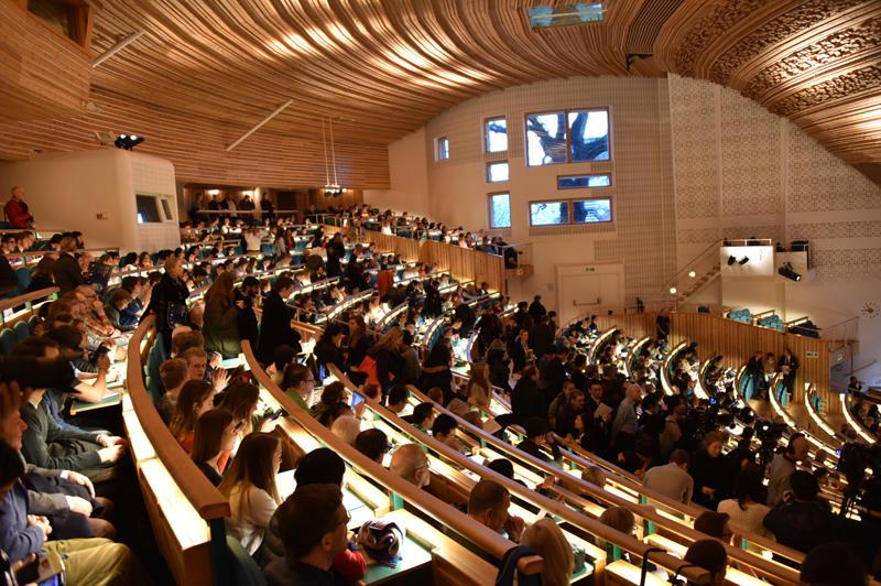 数分で満席となったストックホルム大学講堂の会場