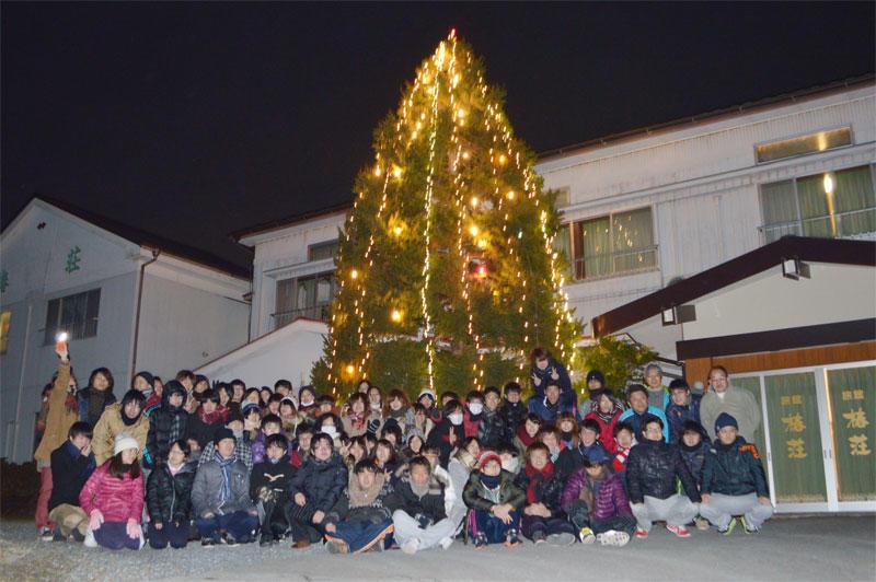 大学主催では最後となった活動に参加した学生たち(宿泊先の椿荘前で)