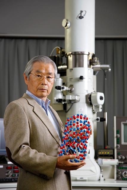 2015年欧州発明家賞非ヨーロッパ諸国部門を受賞した飯島終身教授