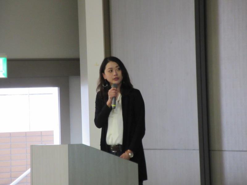 講演する木村里子さん