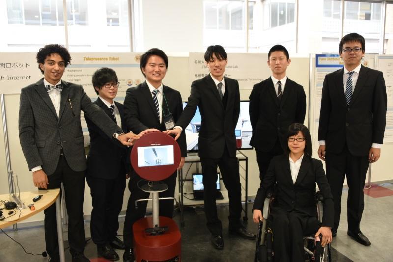 辰野研究室の学生と「名城くん」