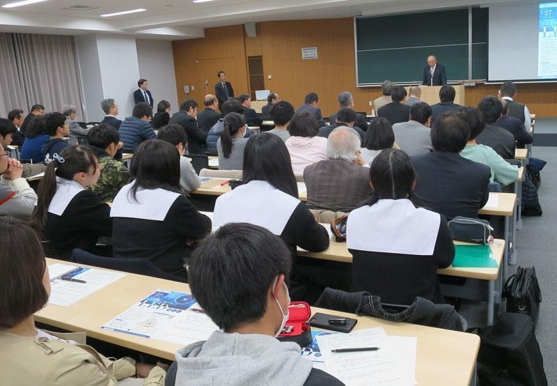 Professor Akasaki speaks to symposium participants