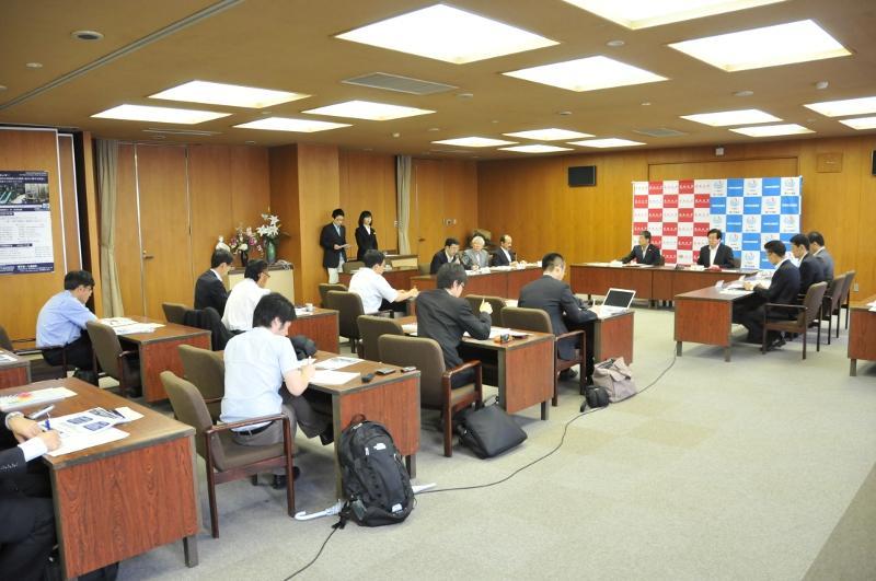連携協力協定締結について行われた記者会見(天白キャンパス本部棟第1会議室で)