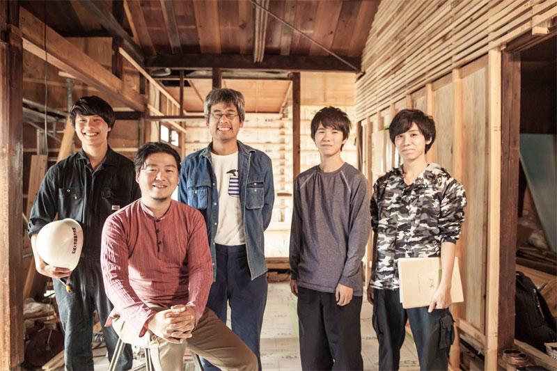 左から諸岡さん、柳沢准教授、中村さん、菅沼さん、徳森さん