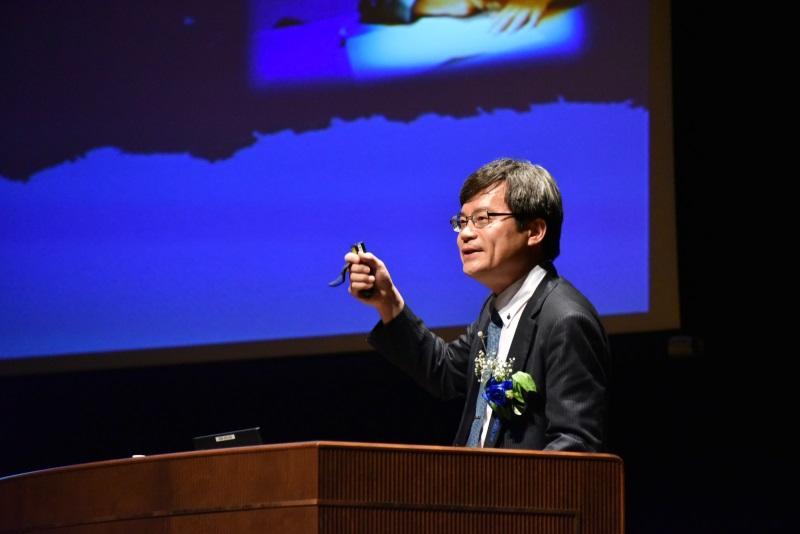 講演をする天野名古屋大学教授