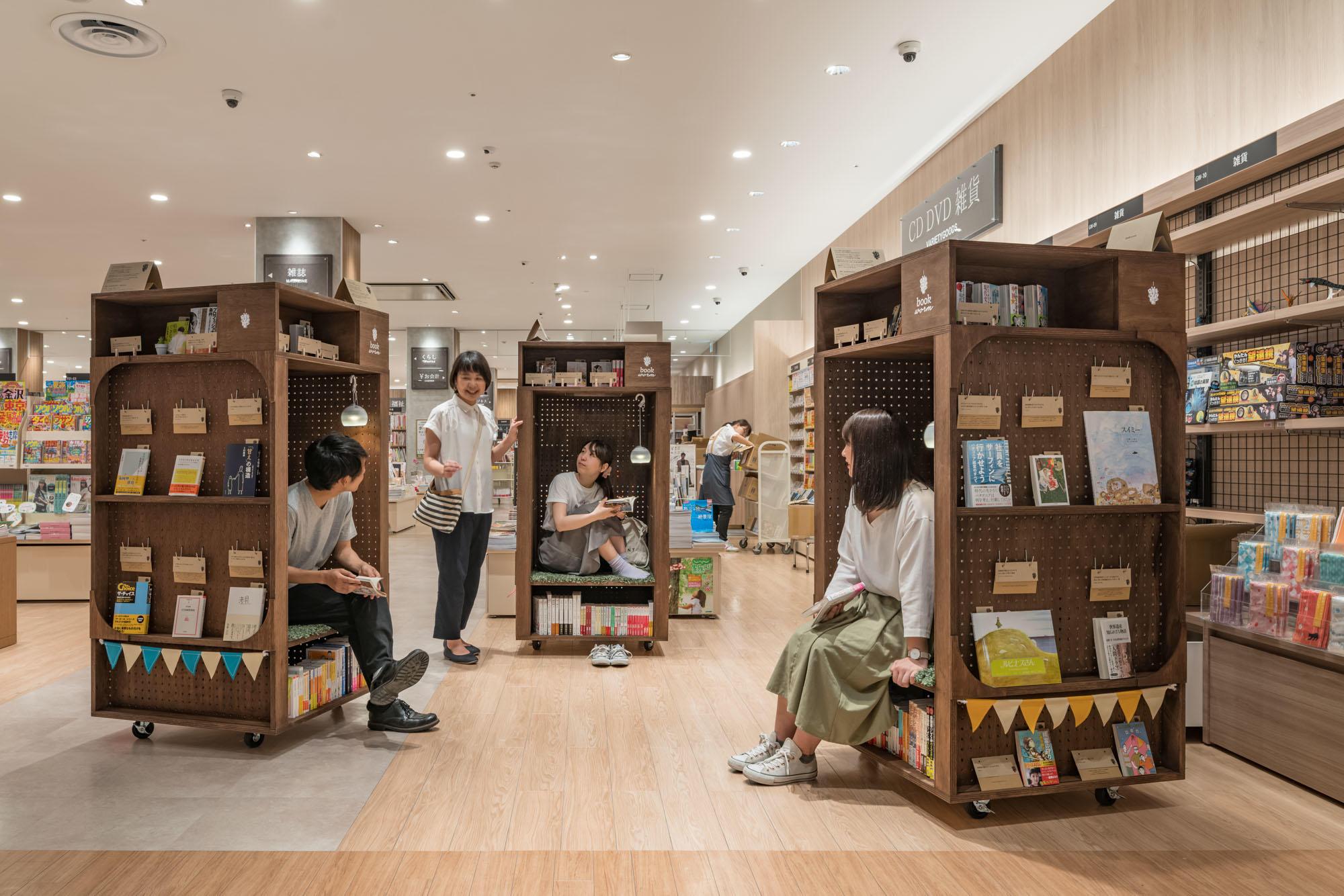 移動式本棚『本の虫』book worm(Photo/谷川ヒロシ)