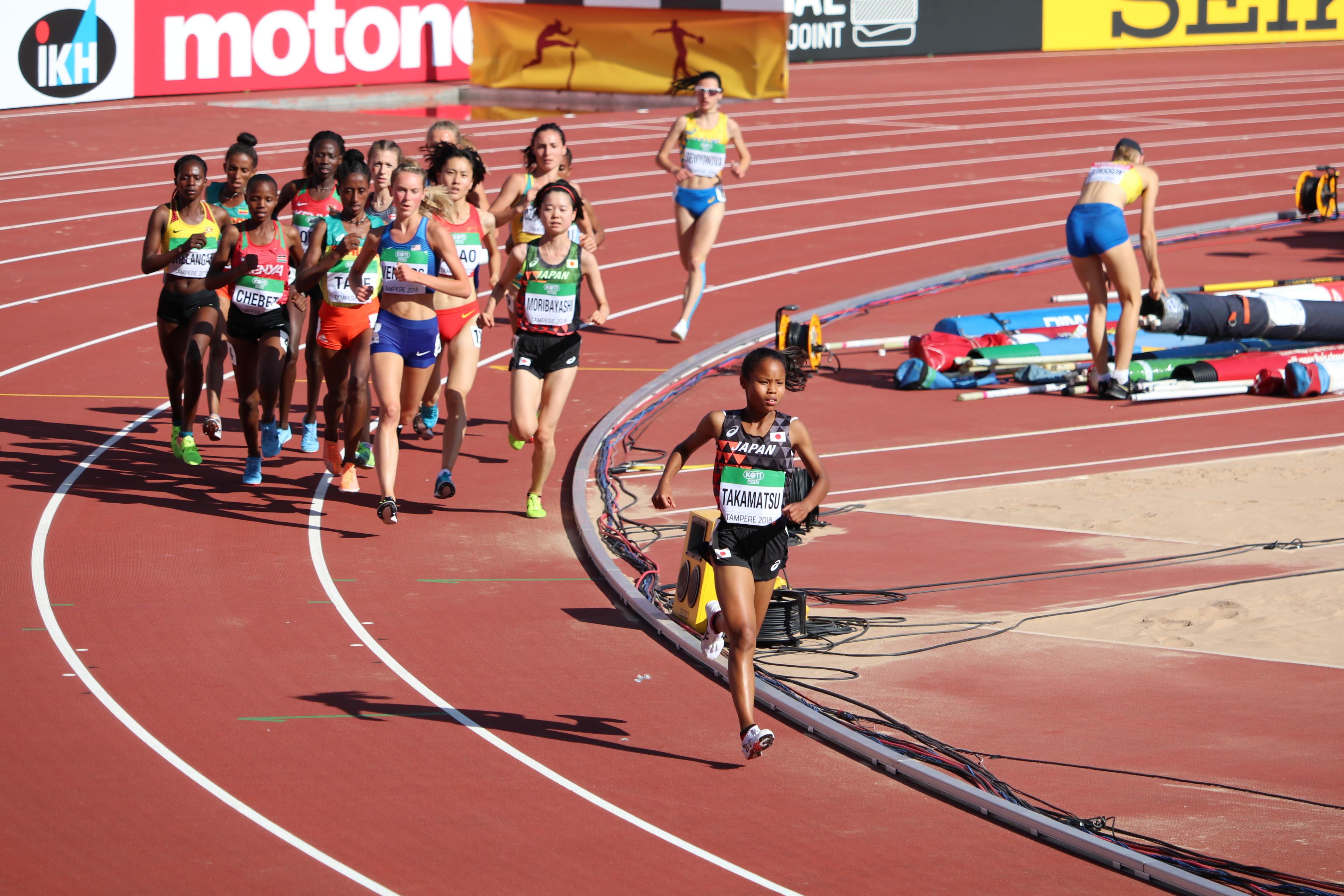 女子5000mで一時は先頭に立ってレースを引っ張る髙松さん