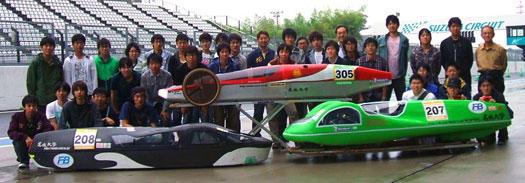 【写真】参戦した名城大学チームメンバー前列右:1位のNova号,前列左:2位のMEGV2004号
