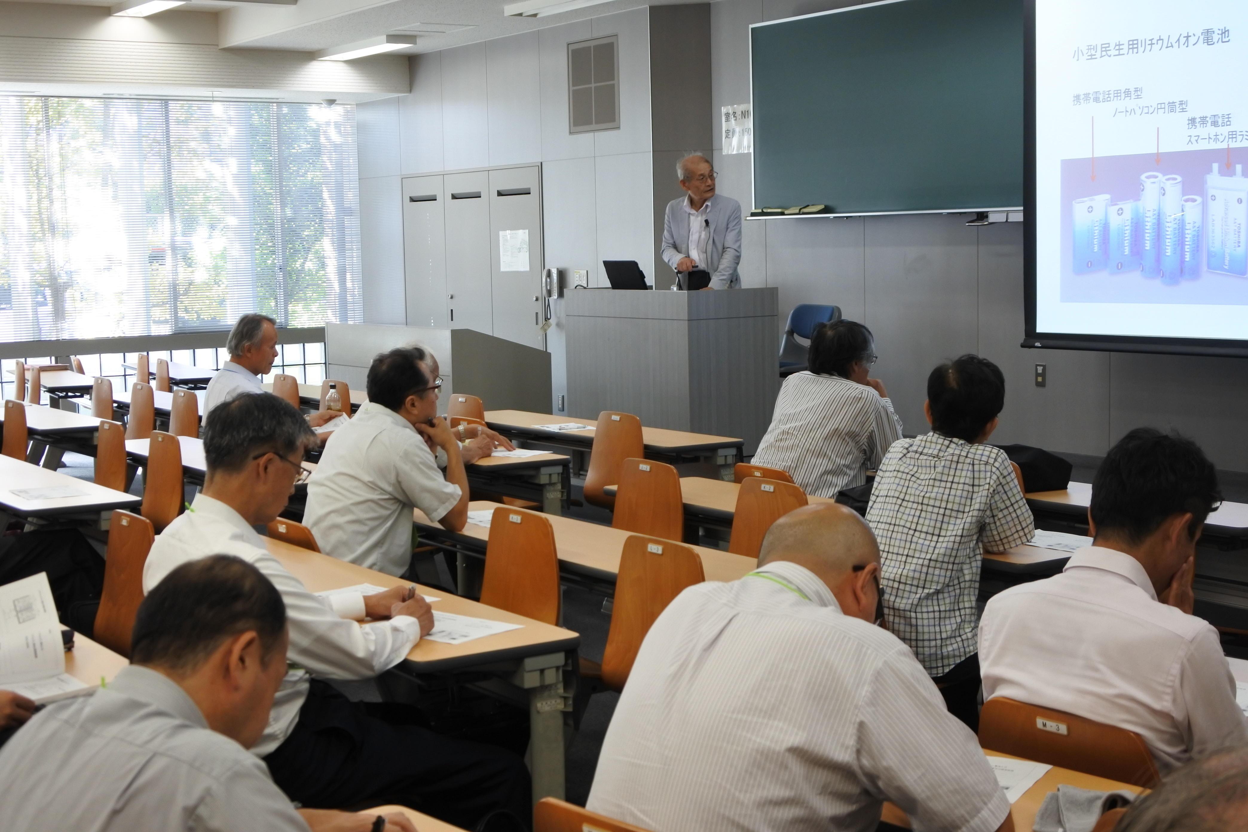 講演する吉野教授