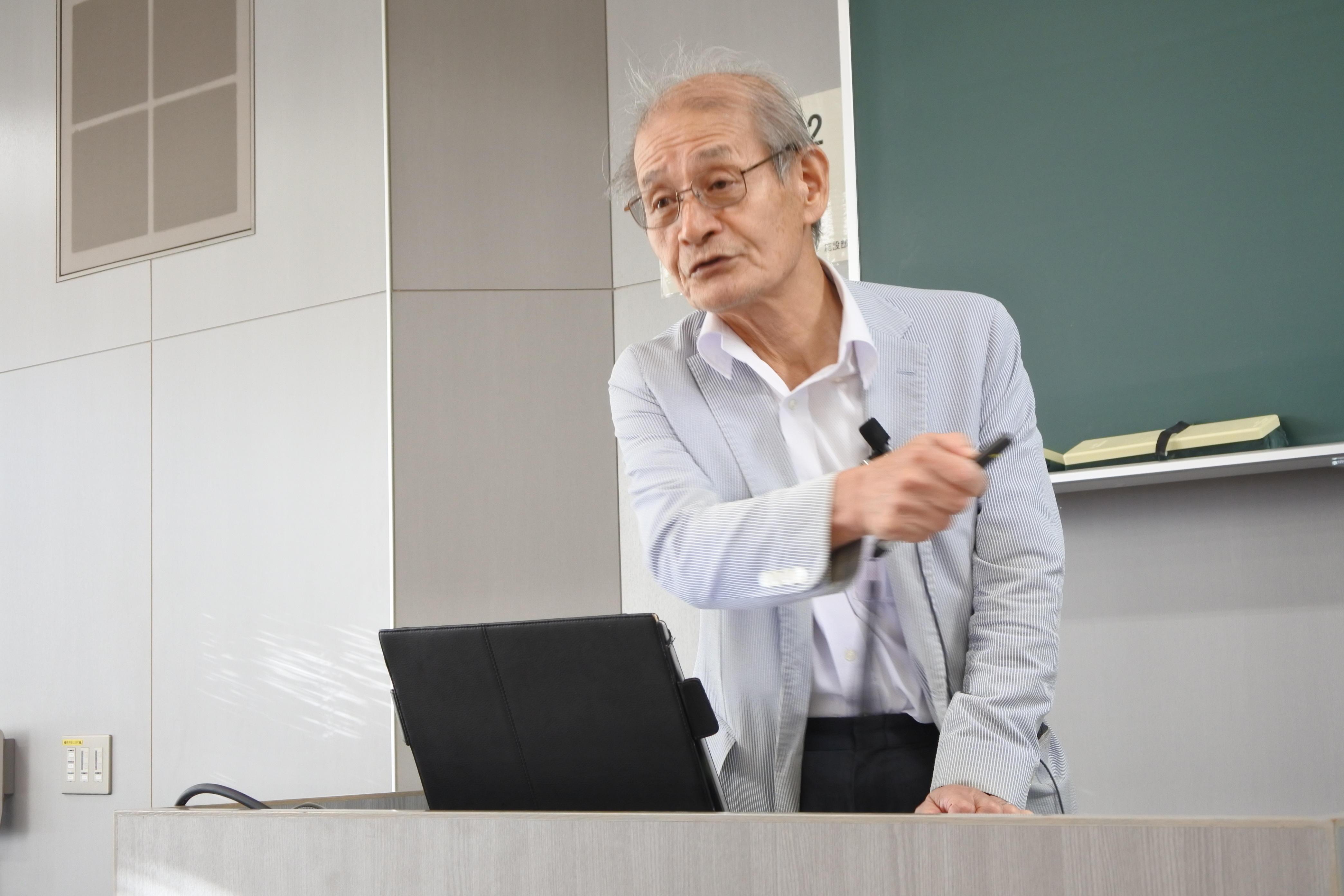 質問に答える吉野彰教授
