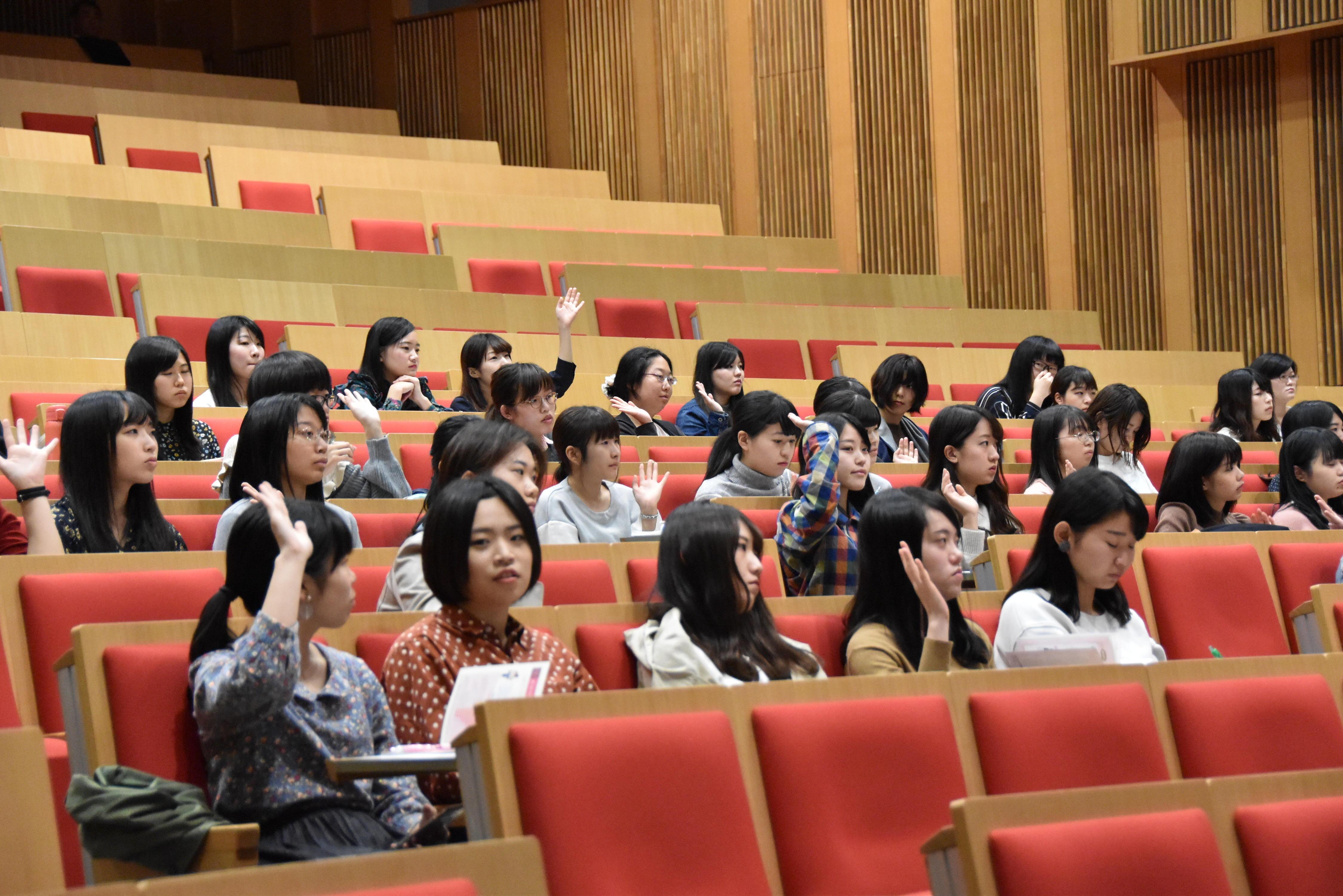 参加した女子学生ら