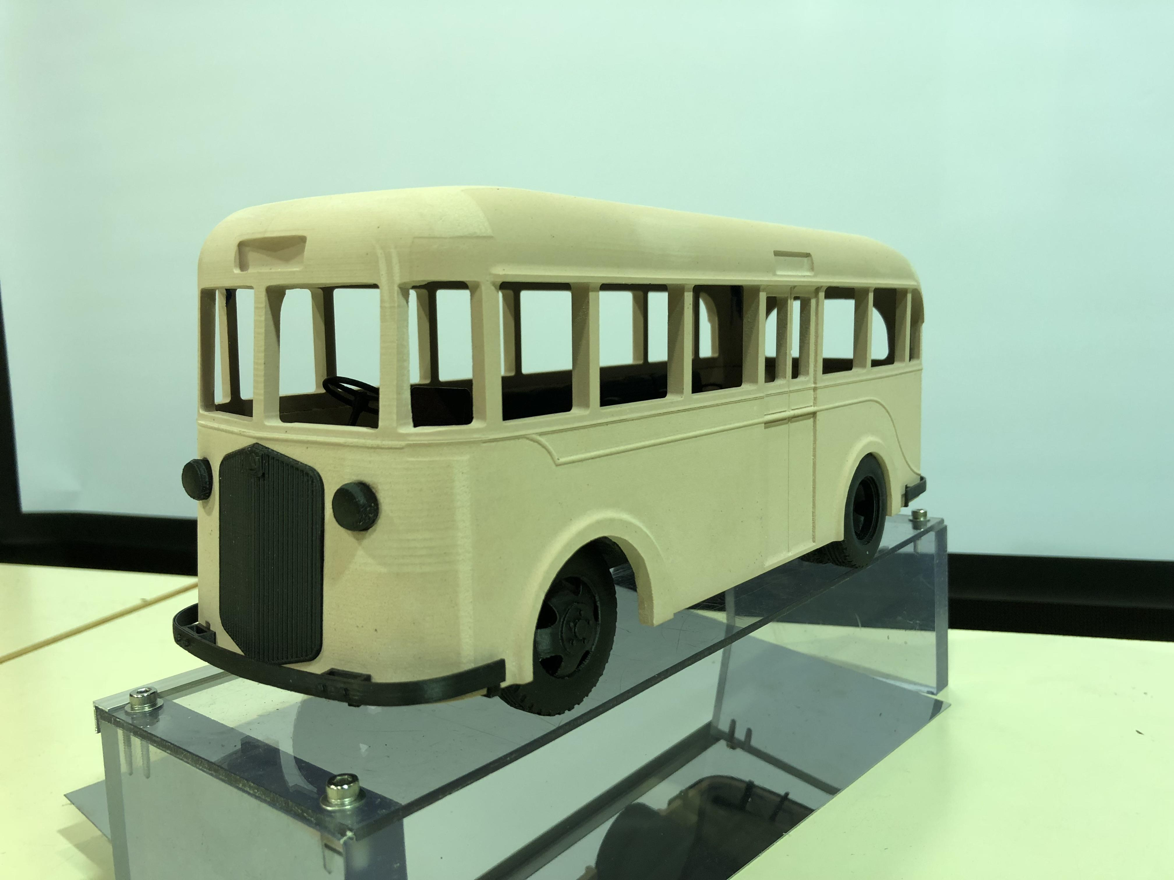 展示用透明台座に載せたキソコーチ号の模型