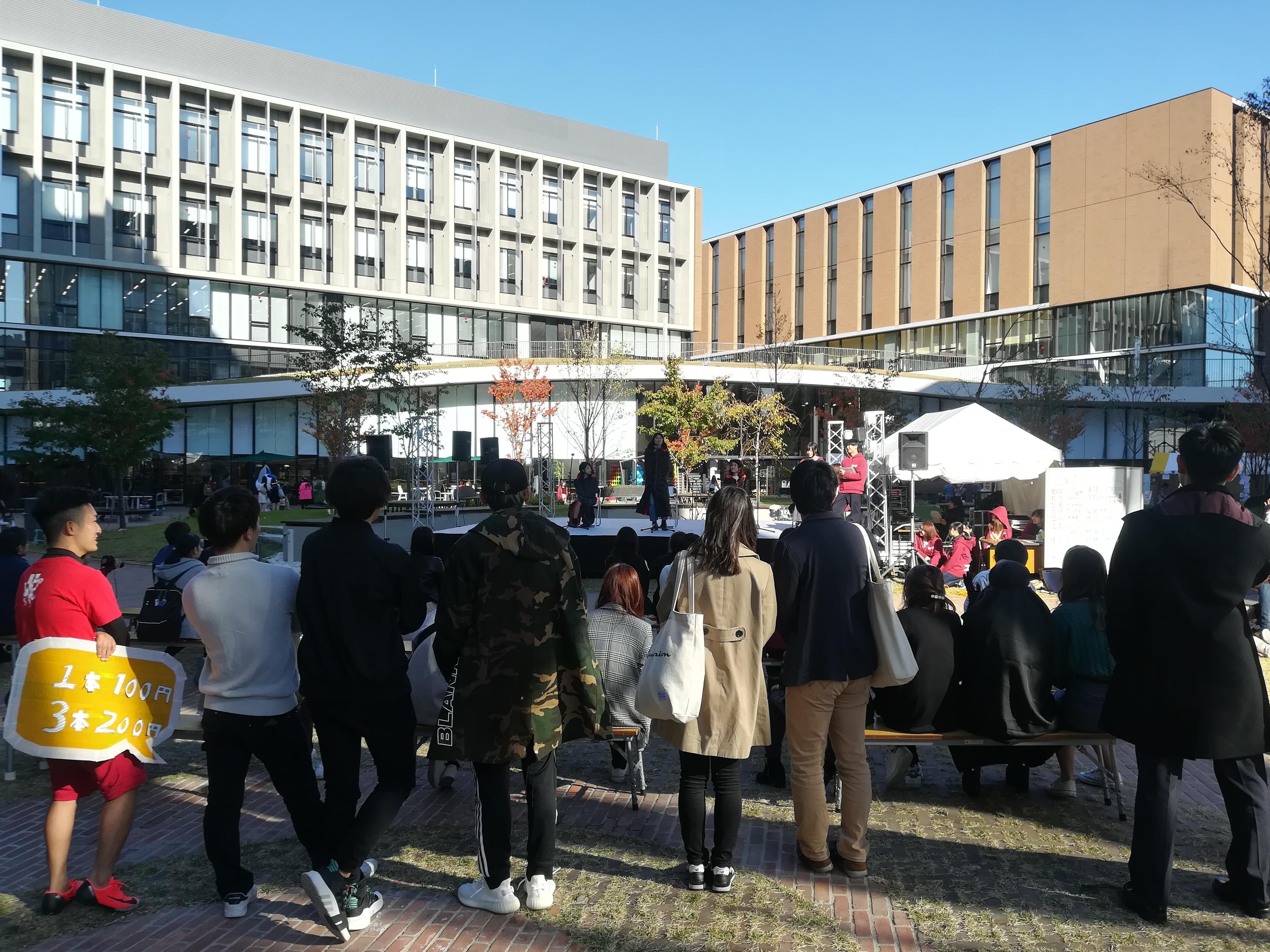 ナゴヤドーム前キャンパスのステージイベント
