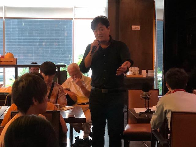 タイの食品市場について説明する永田氏