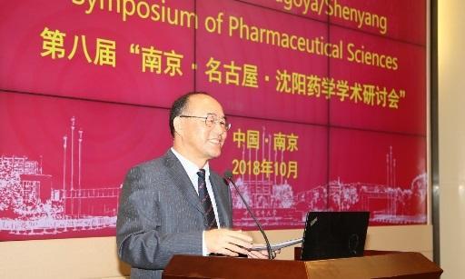 開会式であいさつする中国薬科大学学長Maode Lai教授