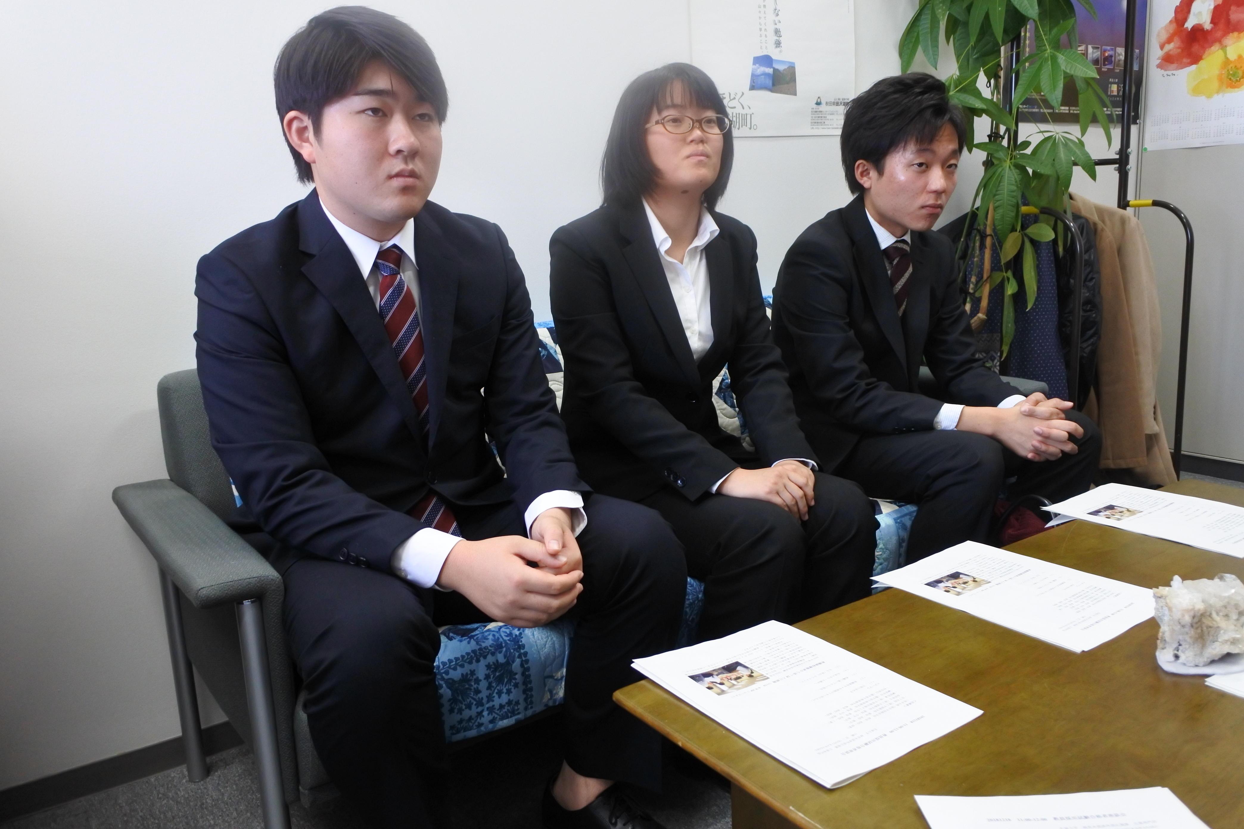 (右から)榊原伶兼さん、村田さん、榊原有吾さん