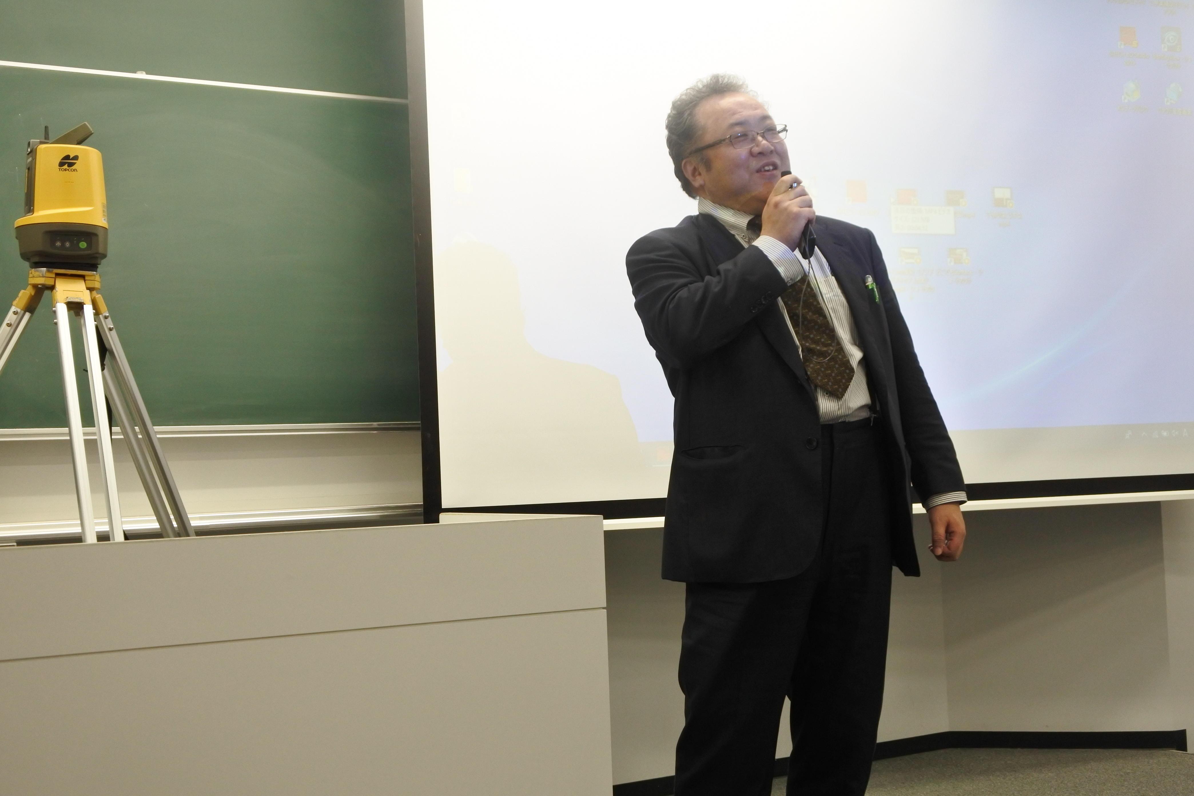 授業を締めくくる石川教授
