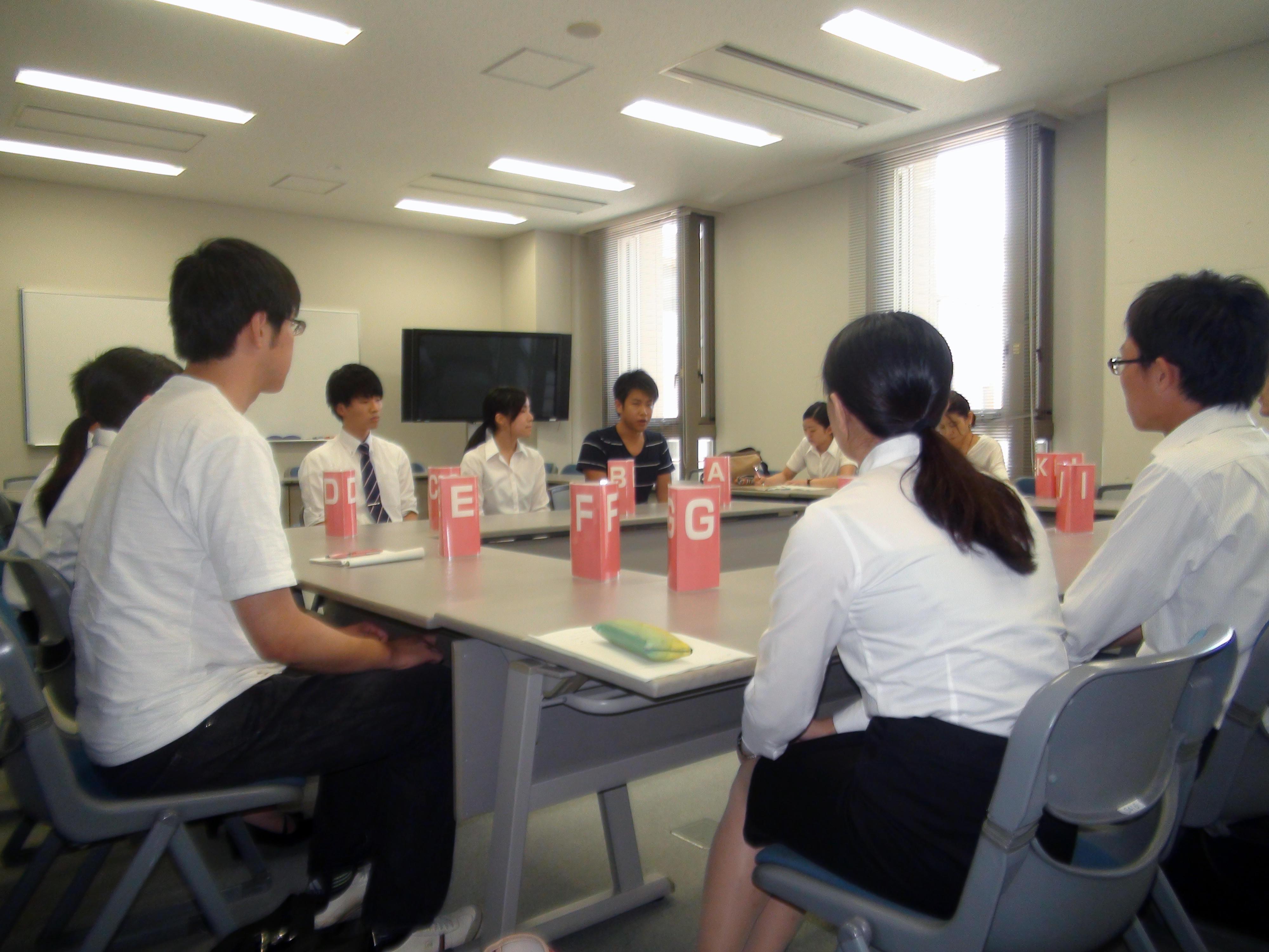採用試験対策の集団討論練習