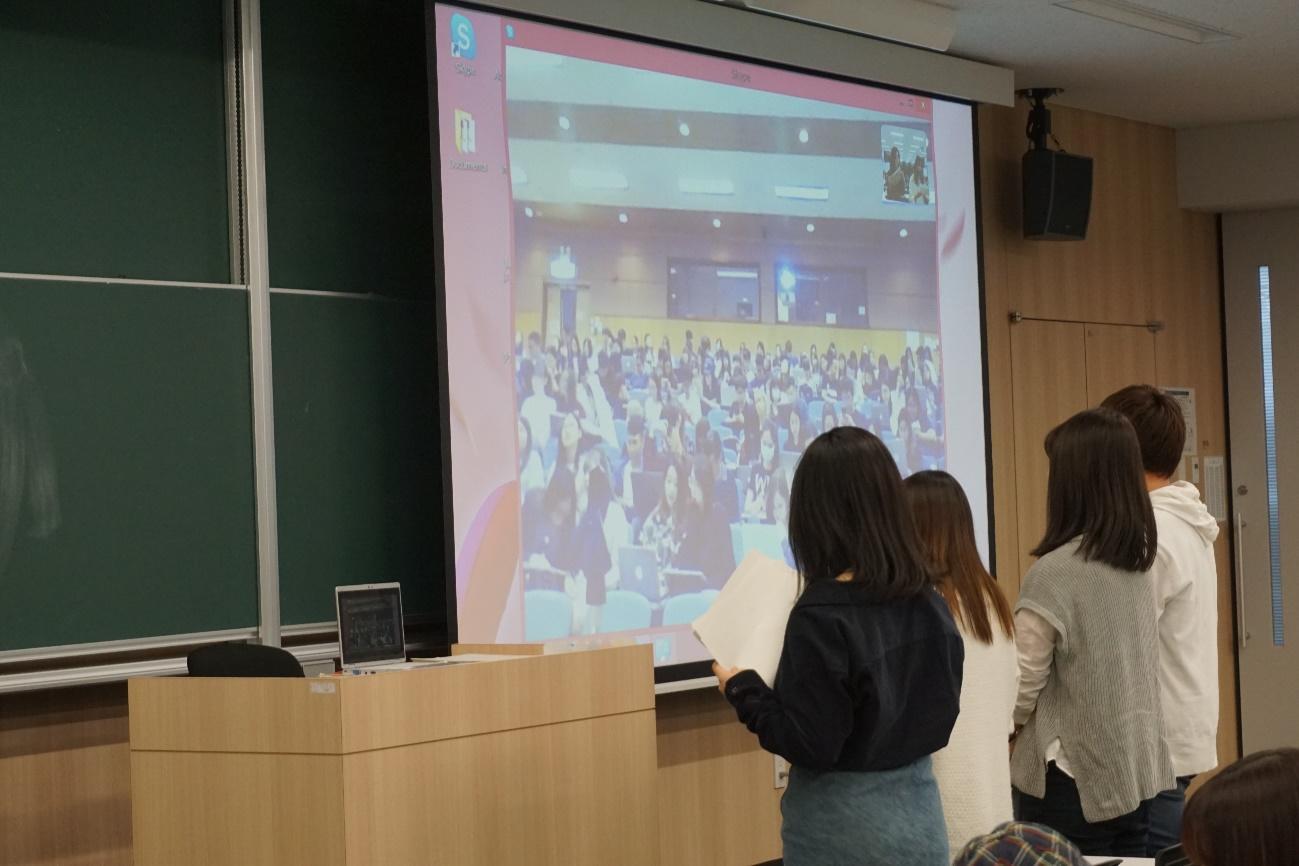 「祭り」について発表する名城大学グループ