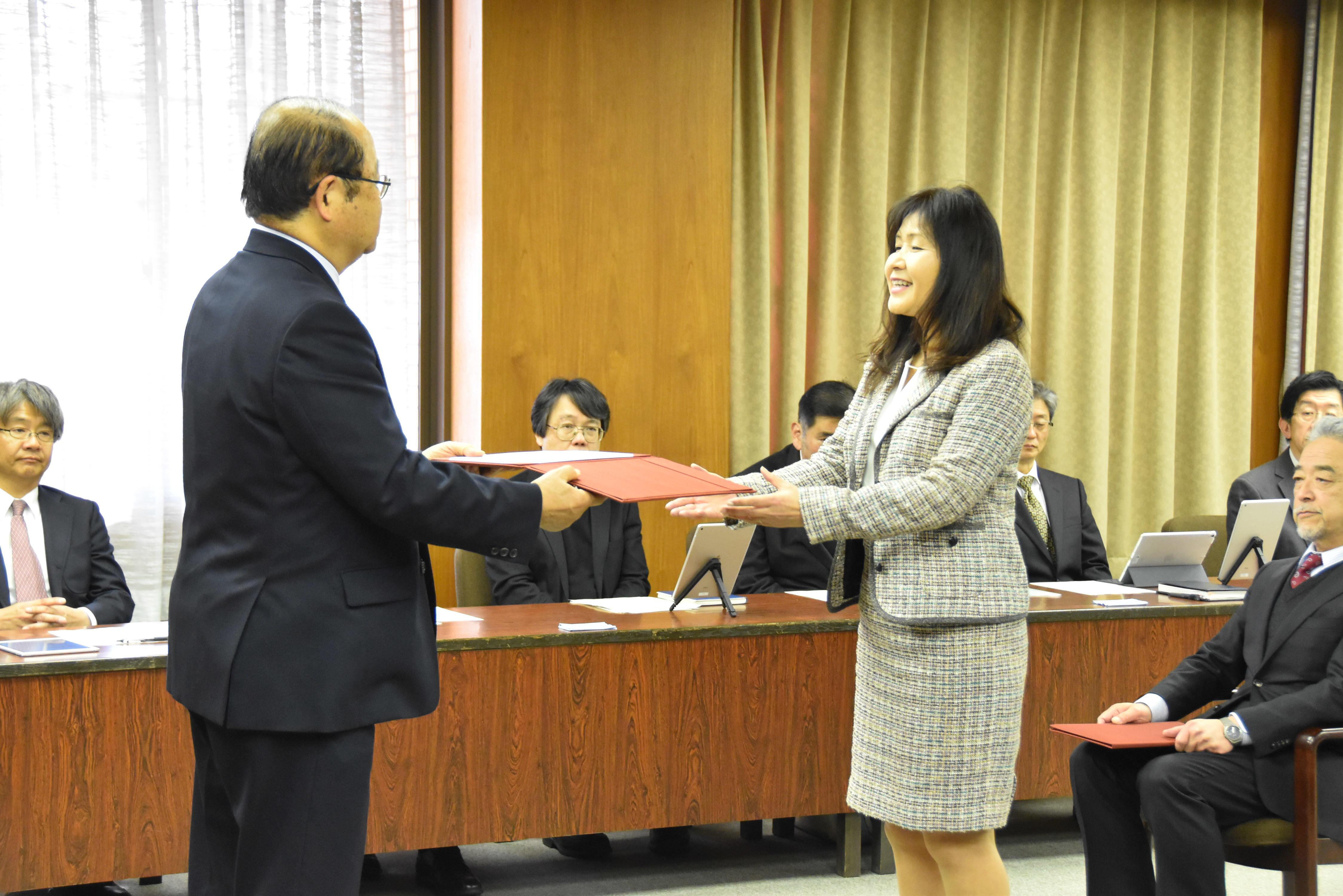外国語学部 国際英語学科 西尾由里教授 代表