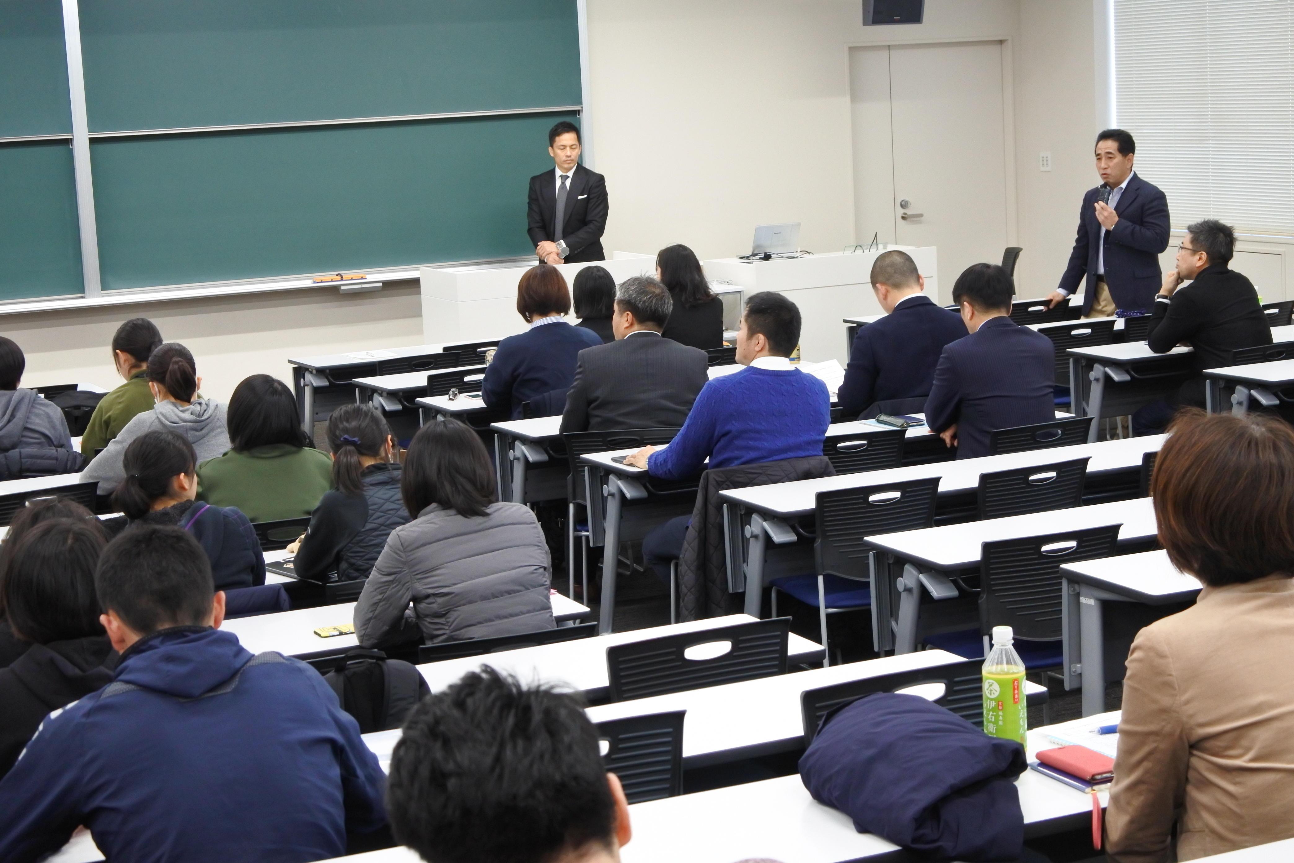 野村さんの報告にコメントする梅田孝教授