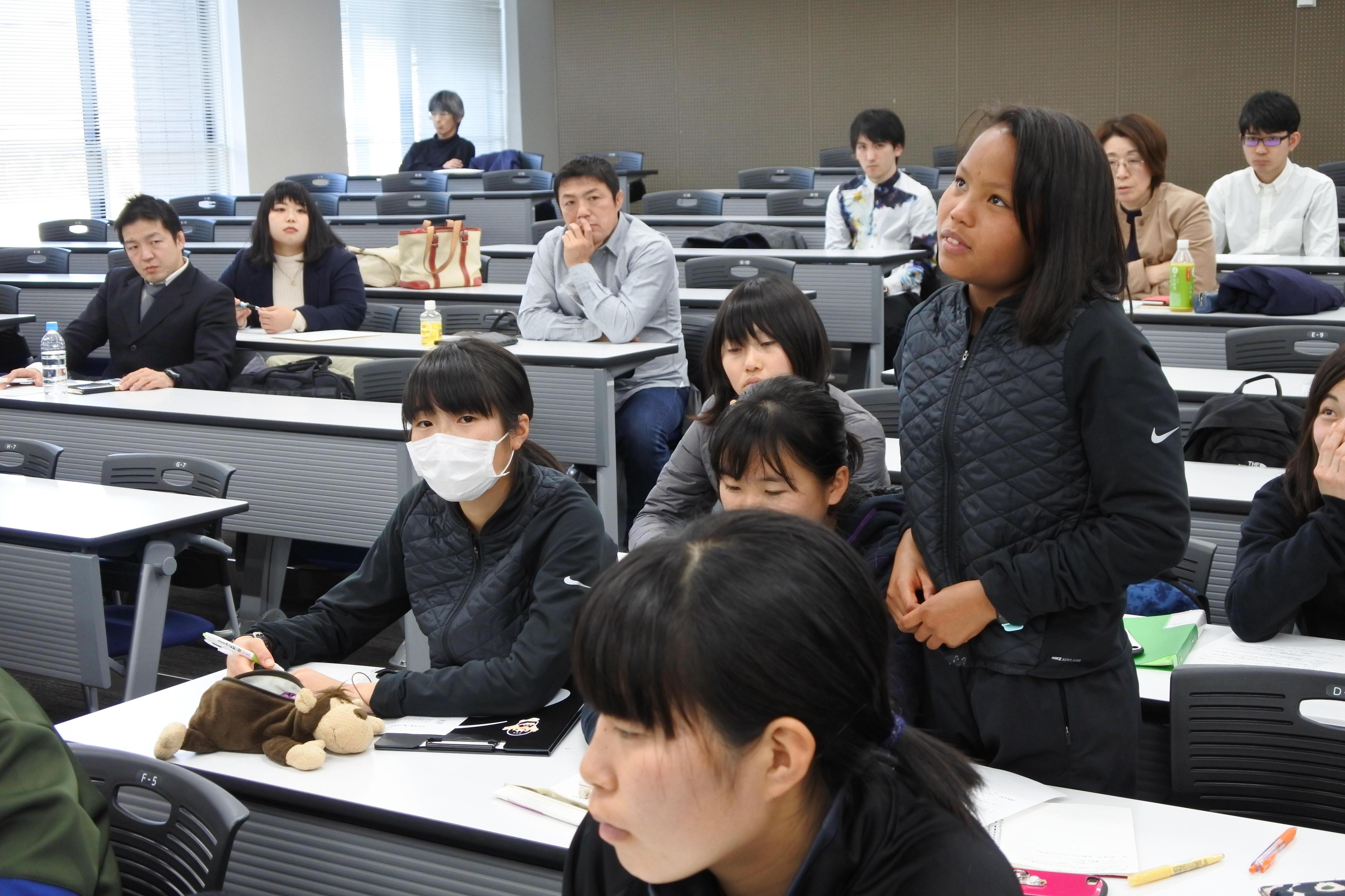 問いかけに答える髙松智美ムセンビさん