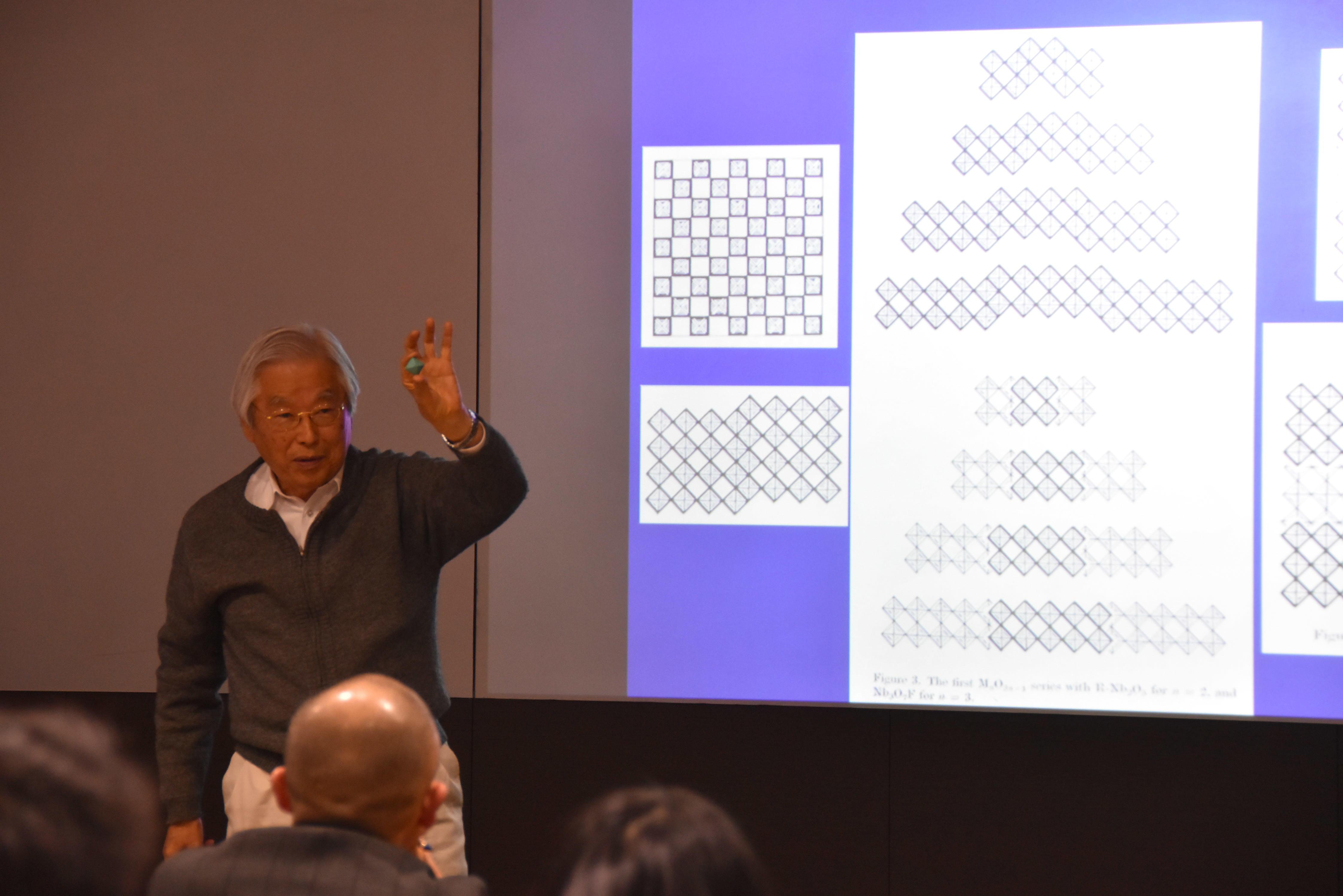 名誉センター長の飯島澄男終身教授