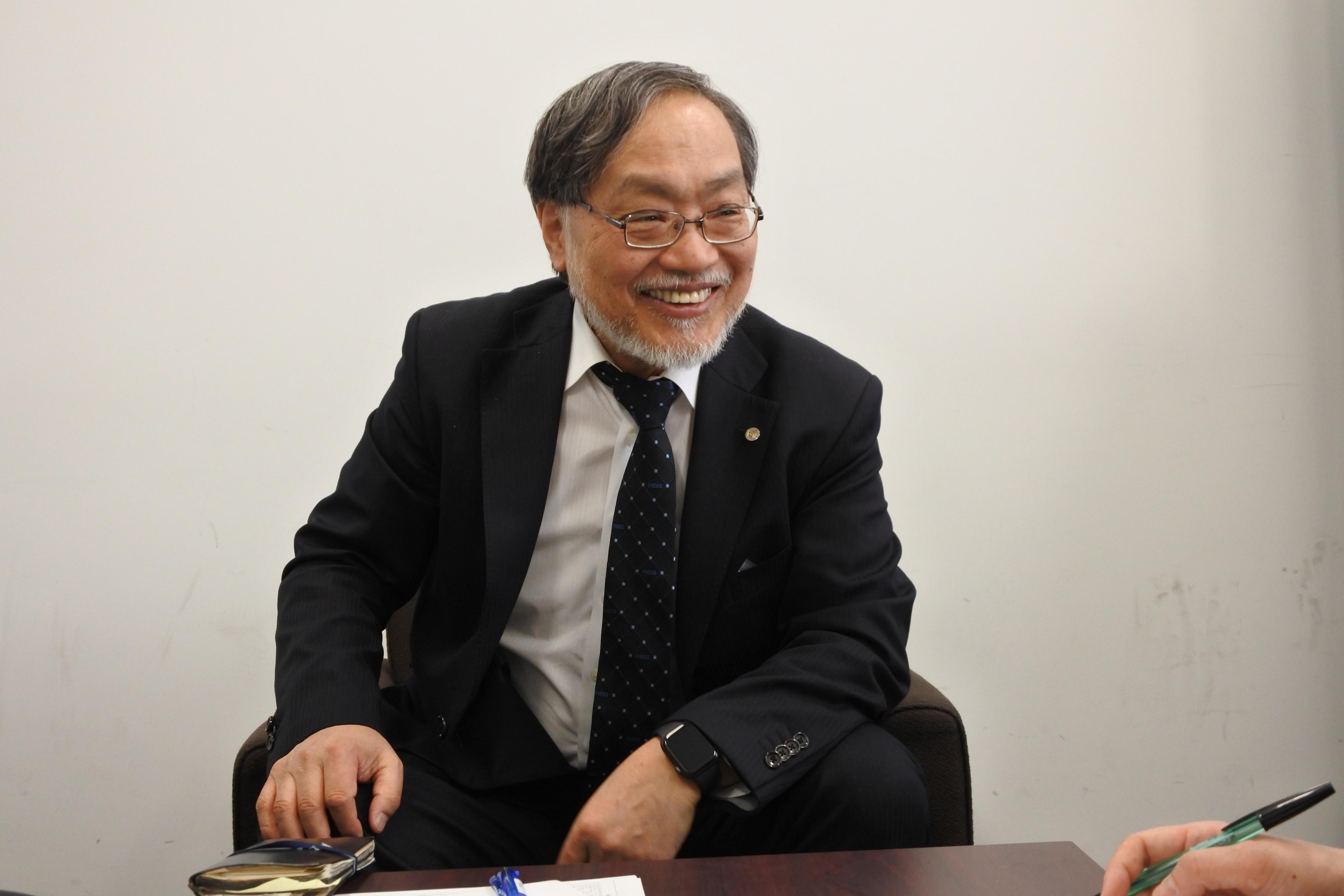 中日新聞の受賞インタビューに応える福田敏男教授