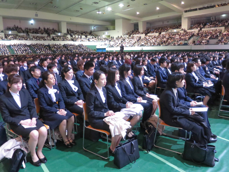 入学式に臨んだ新入生たち