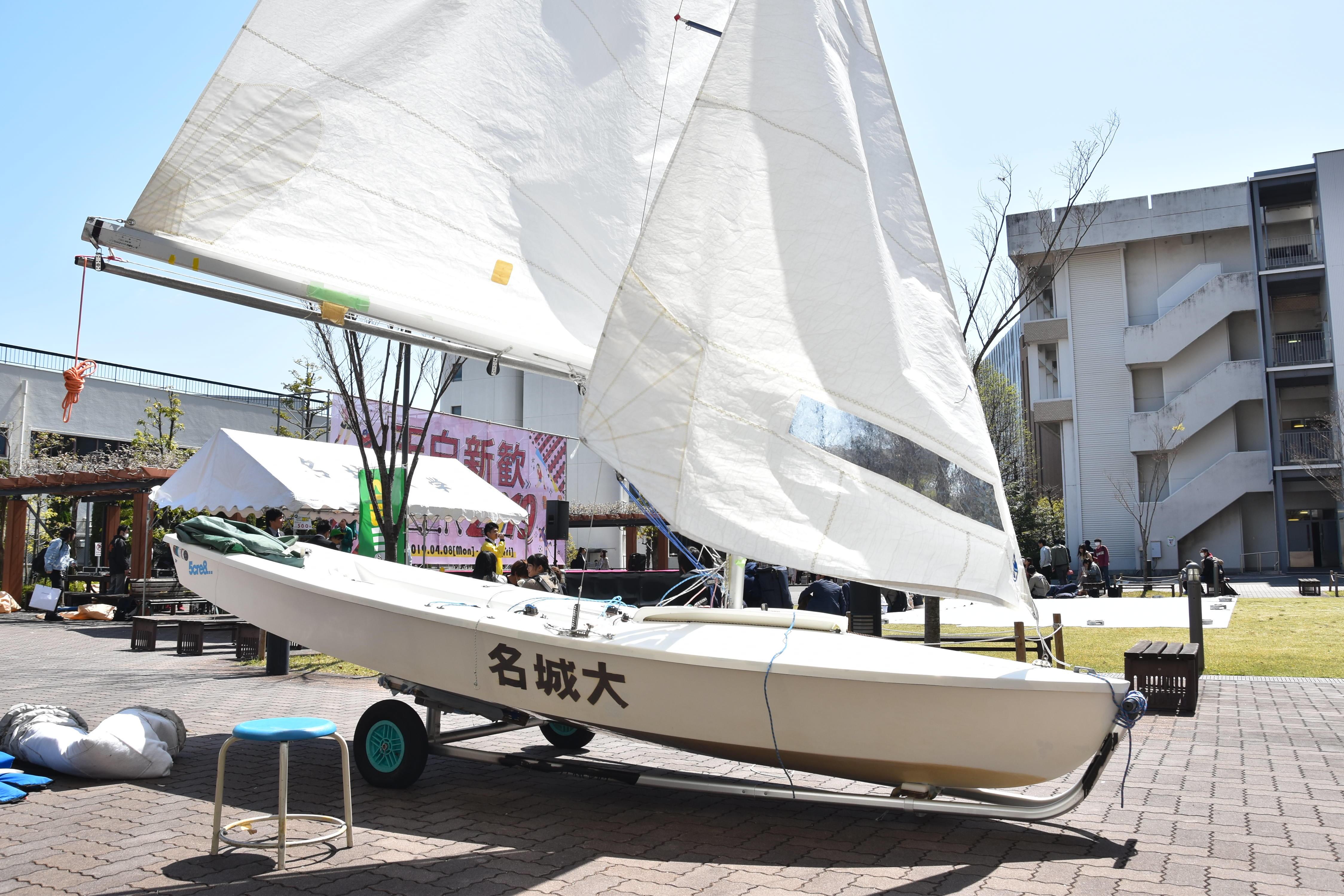 ヨット部のヨットの展示