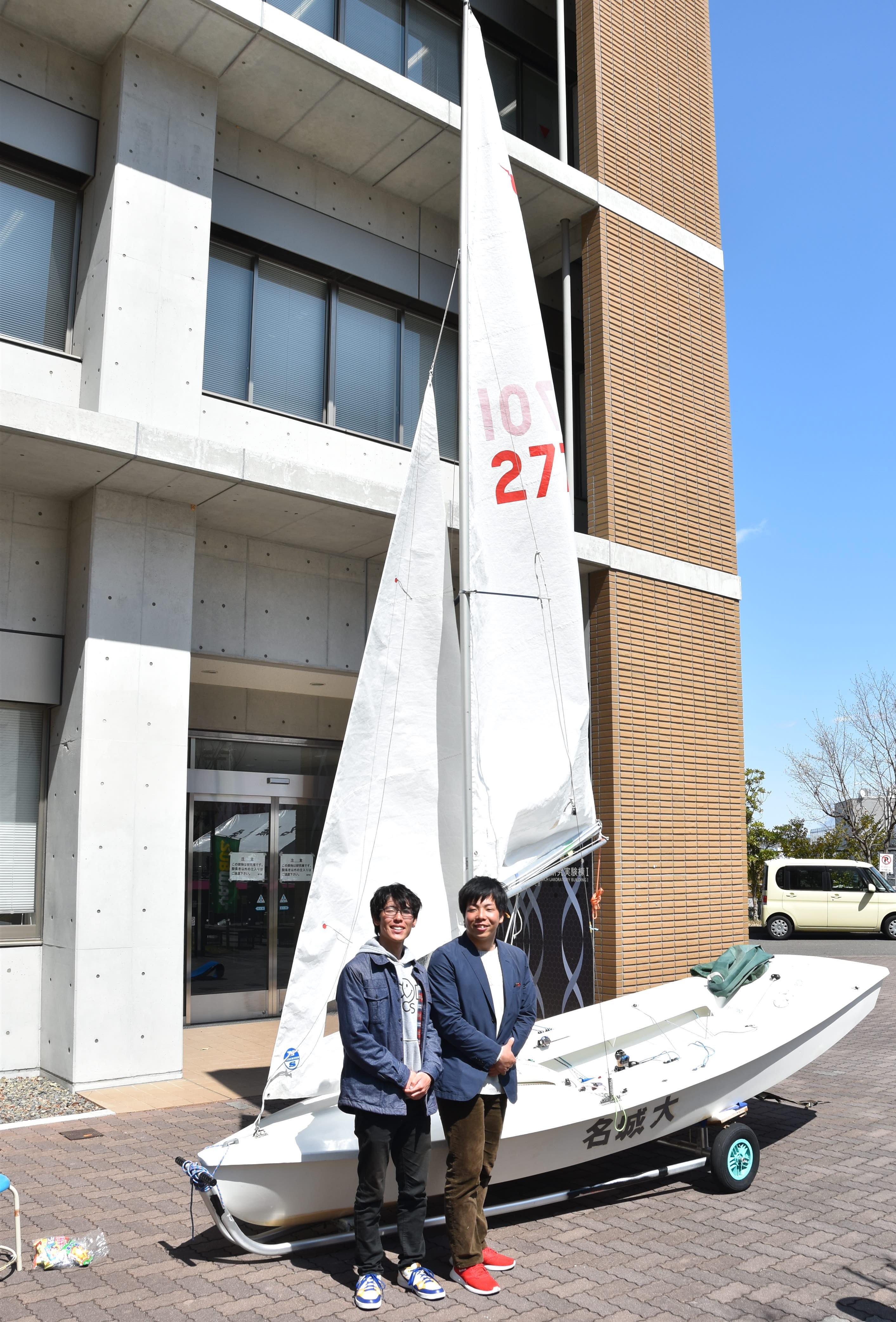 ヨット部主将の髙栁直角さん(左)と中神大地さん