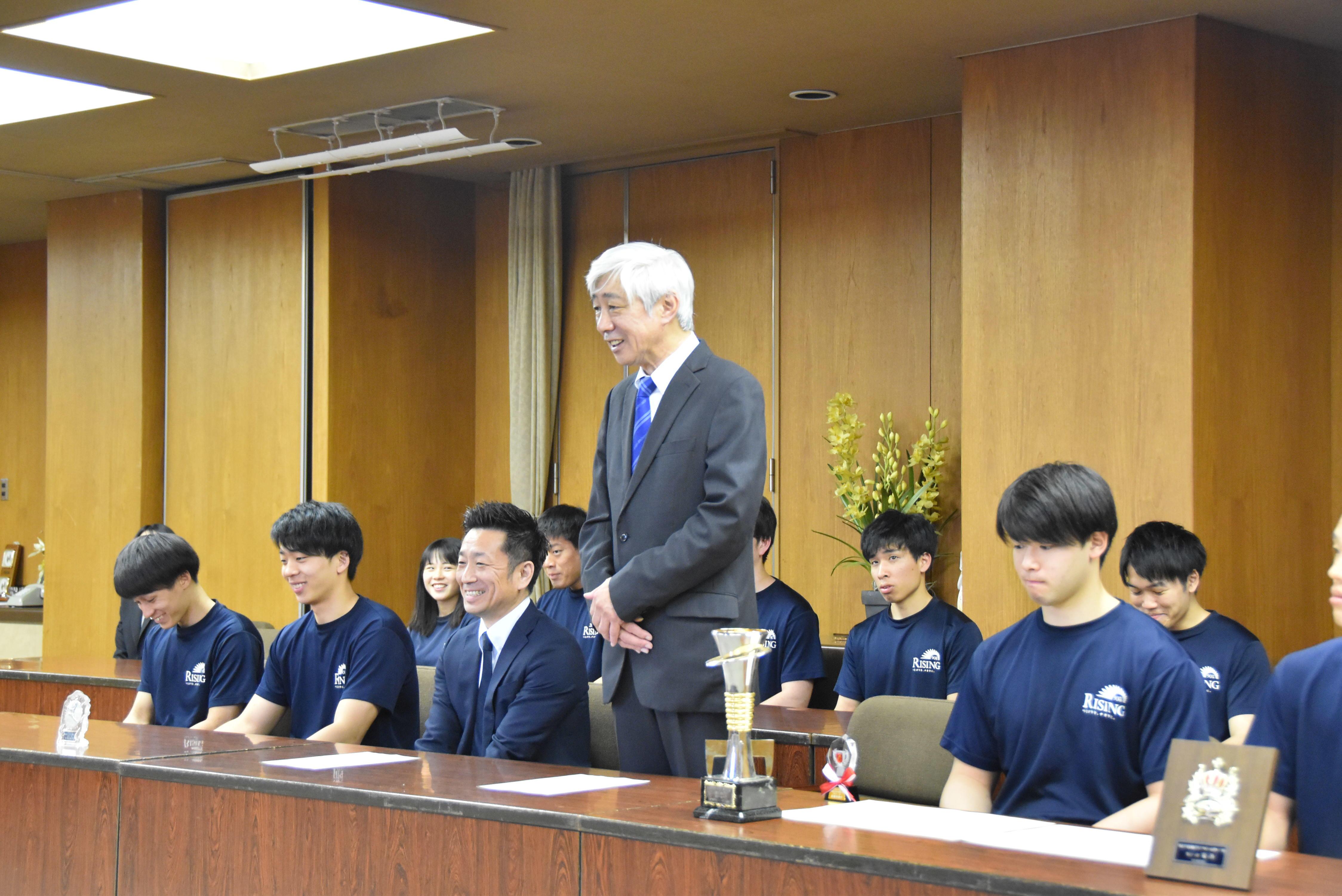 部長の山田教授
