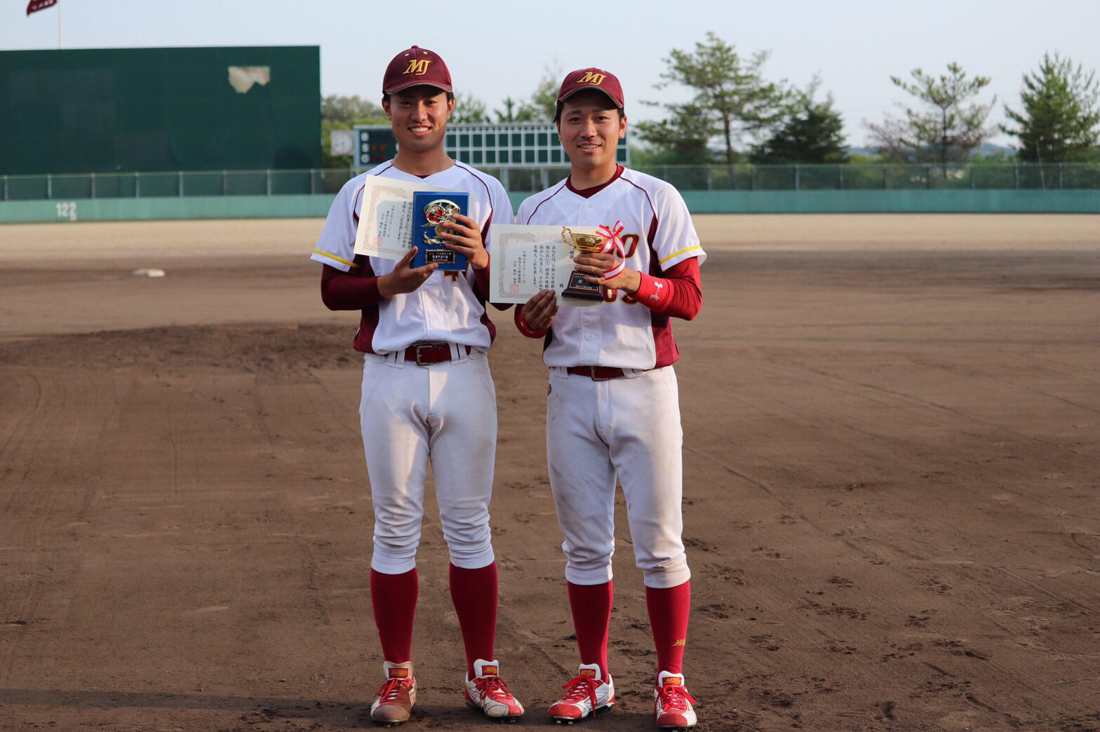 左から伊藤智紀選手(人間学部2年)と坂上翼紗選手(都市情報学部2年)