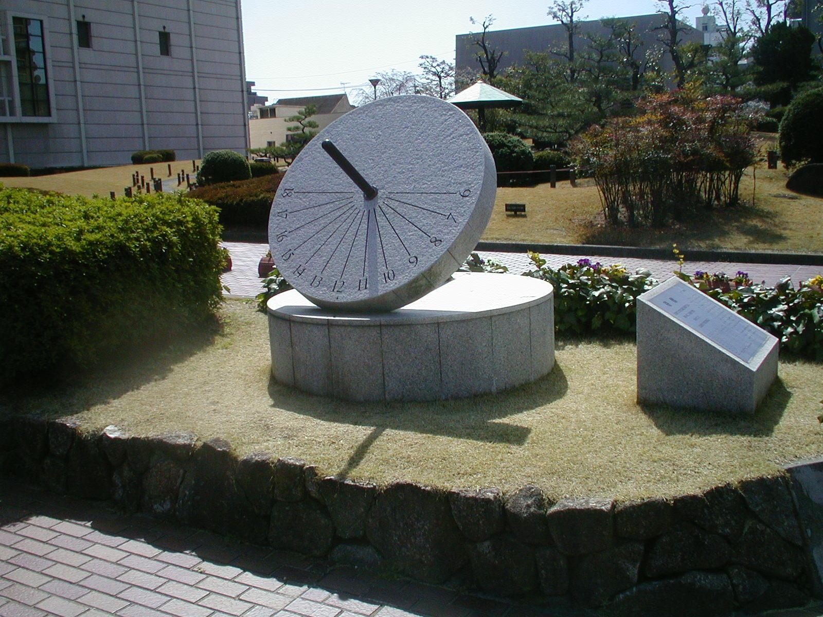 名古屋市瑞穂区の名古屋市博物館前庭で