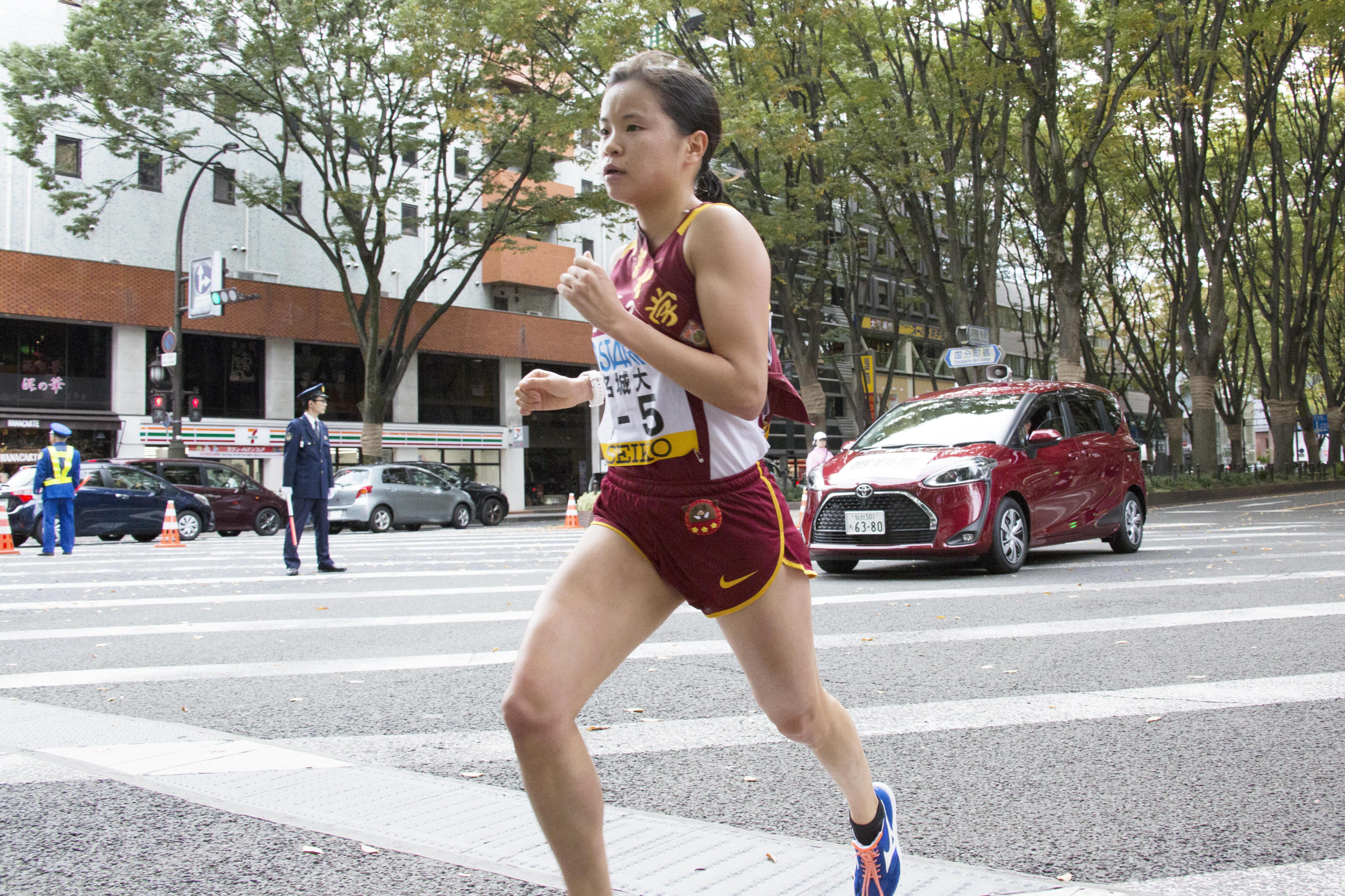 力強い走りで追随を許さない5区エースの加世田梨花選手