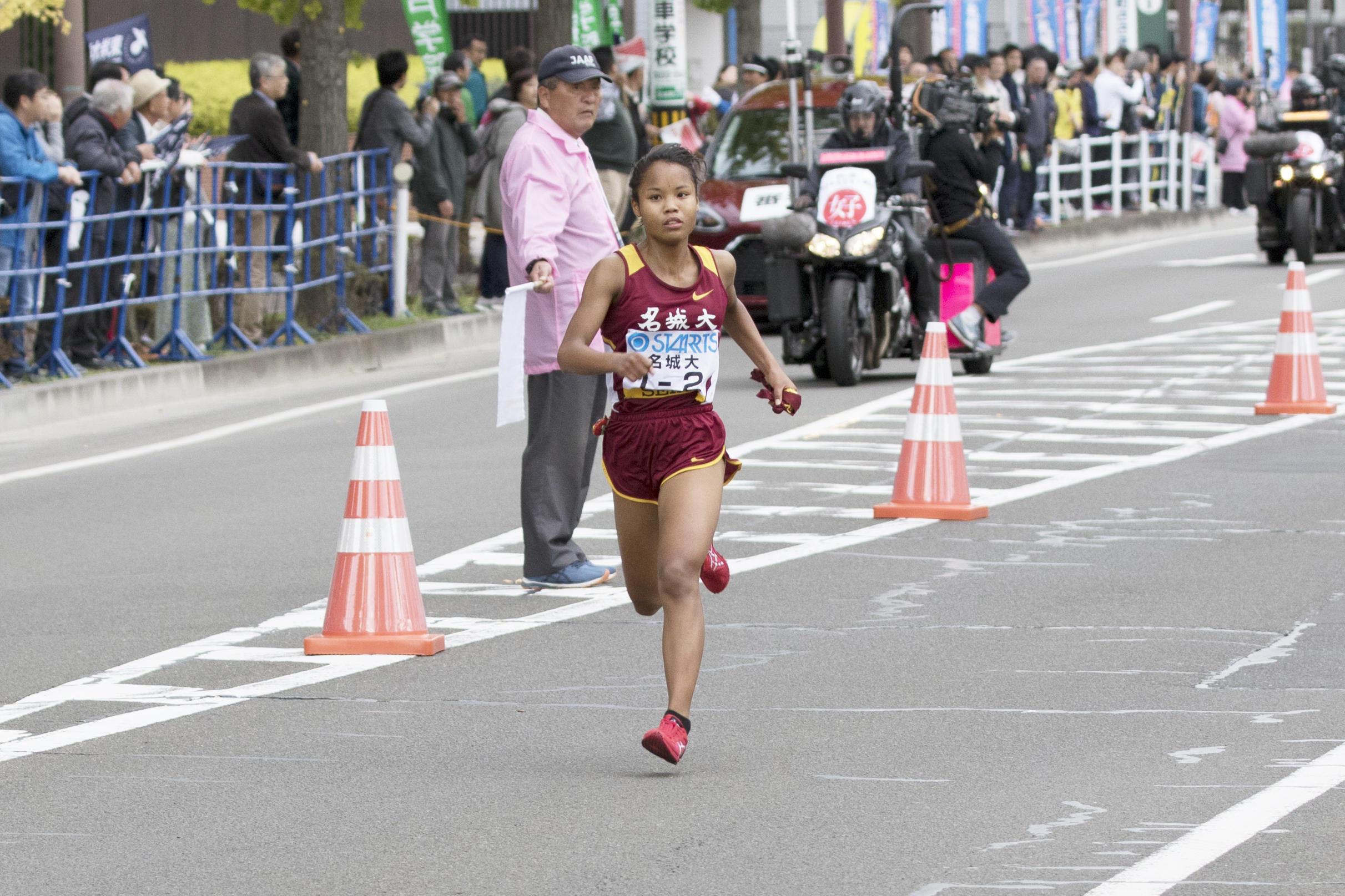 2区髙松智美ムセンビ選手の8人抜きで首位に立つ名城大学