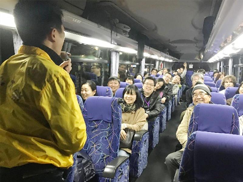 学会参加者を白川郷・高山へ引率する名城大学チャレンジ支援プログラム学生