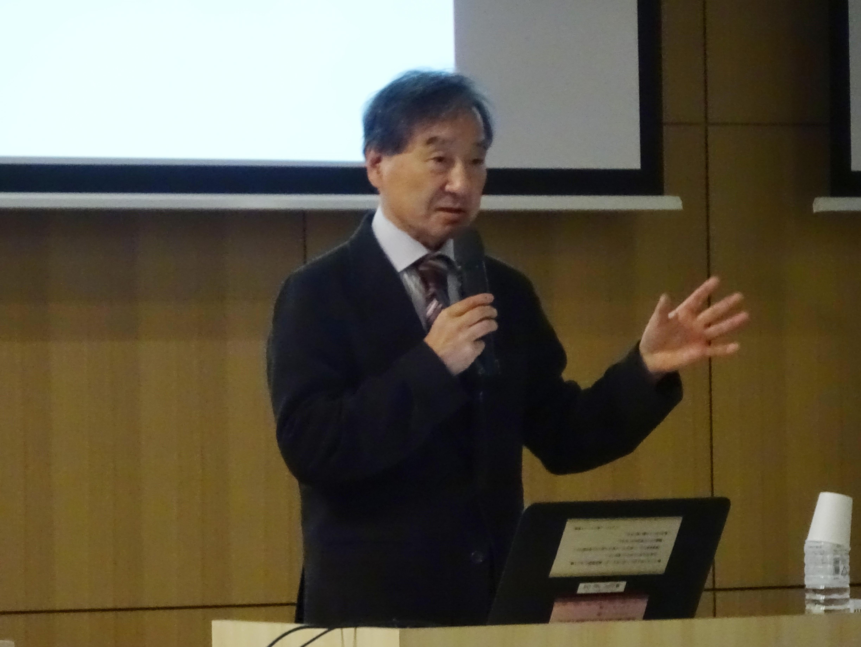 講演する篠塚医師
