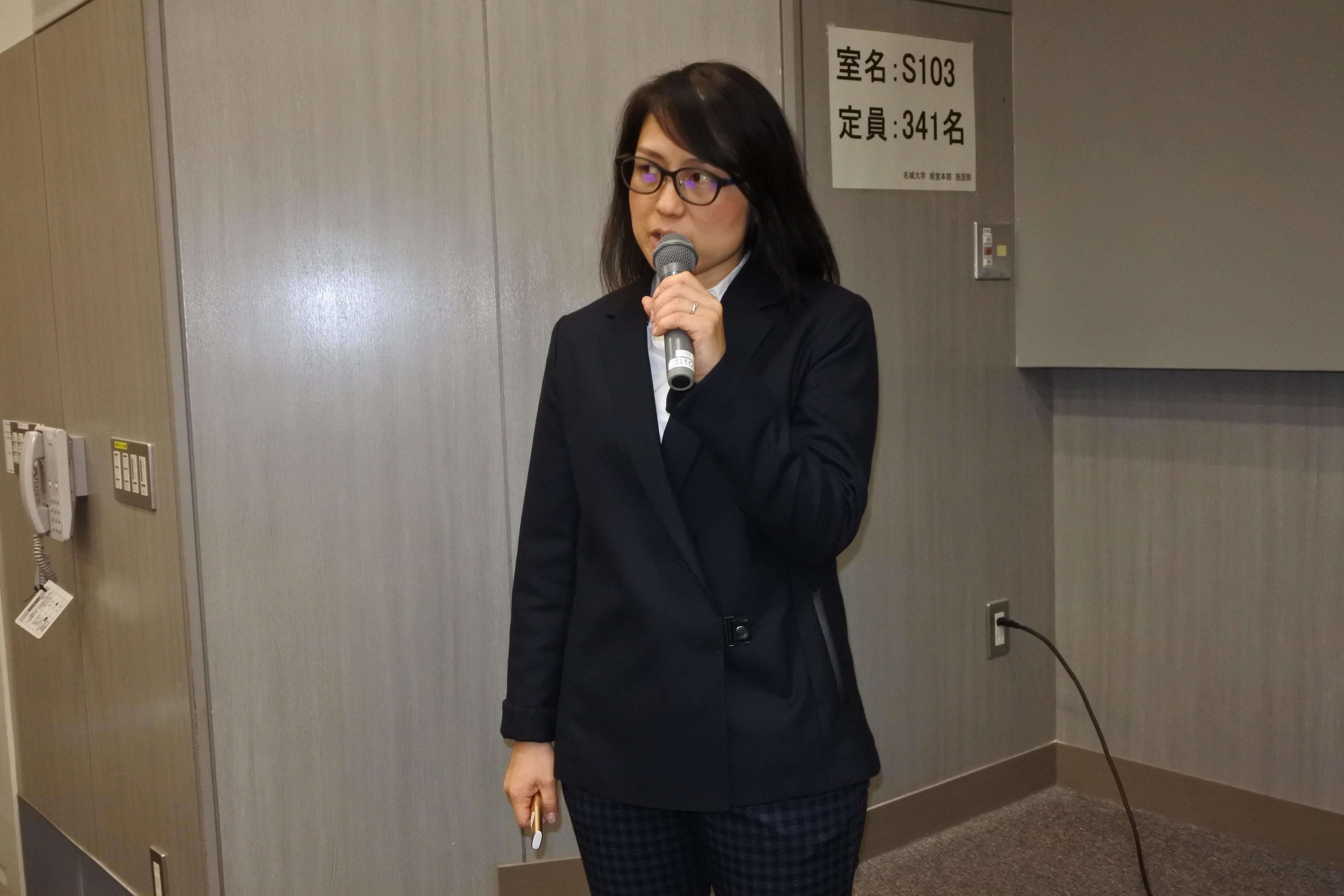 報告を行う溝口敦子教授