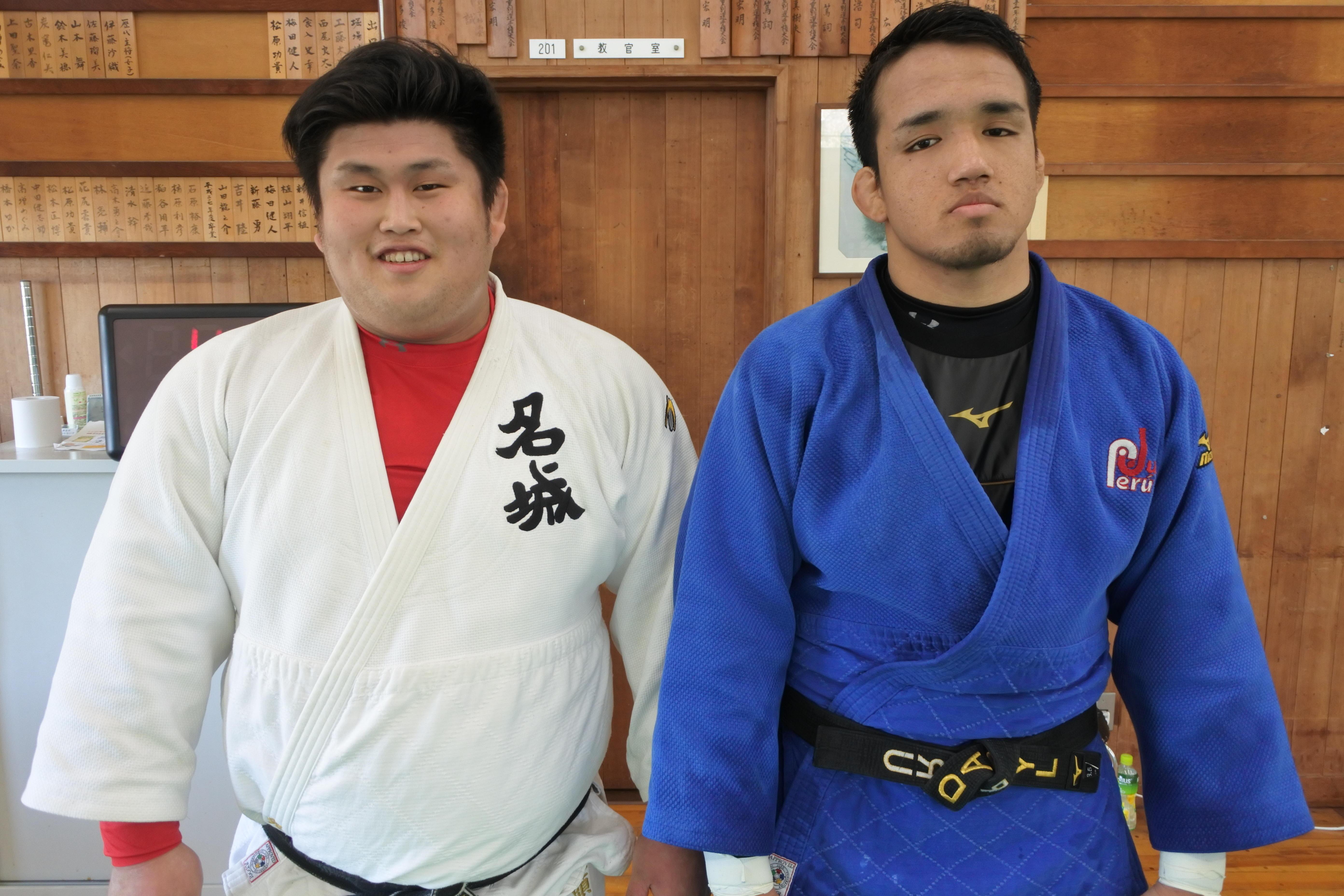山本さん(右)と鬼頭コーチ
