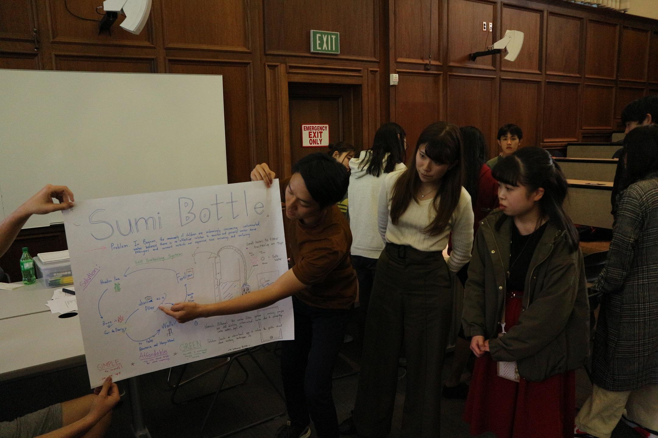 サンタクララ大学における プレゼンテーションの様子