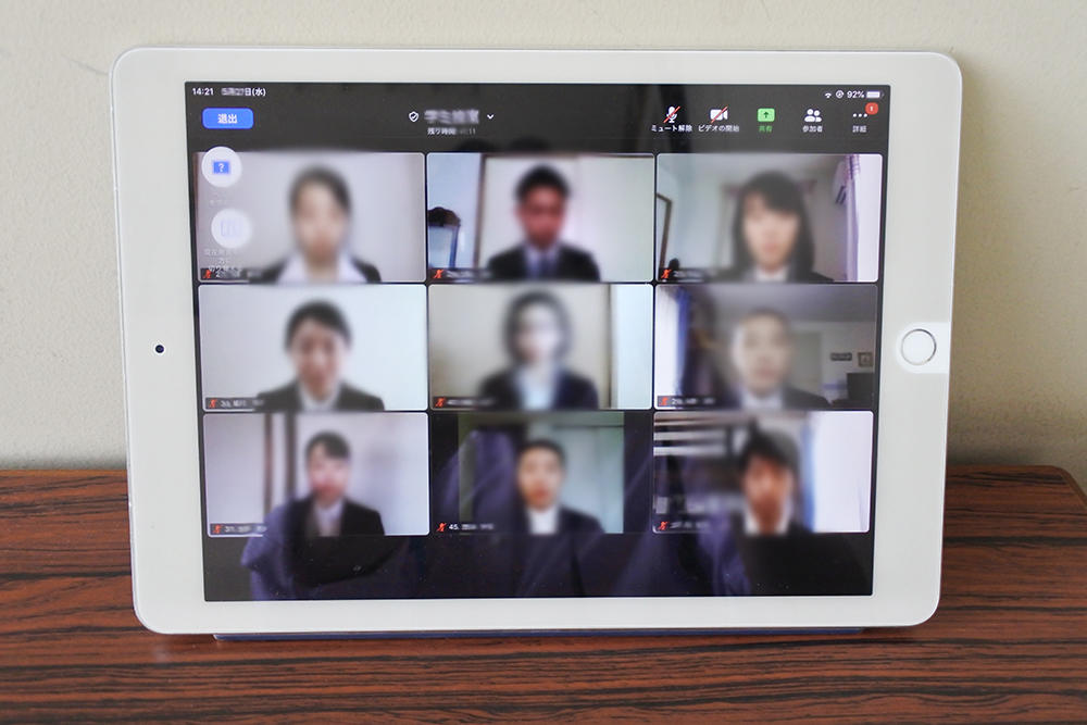 Zoomを通してオンライン選考会に参加した学生たち