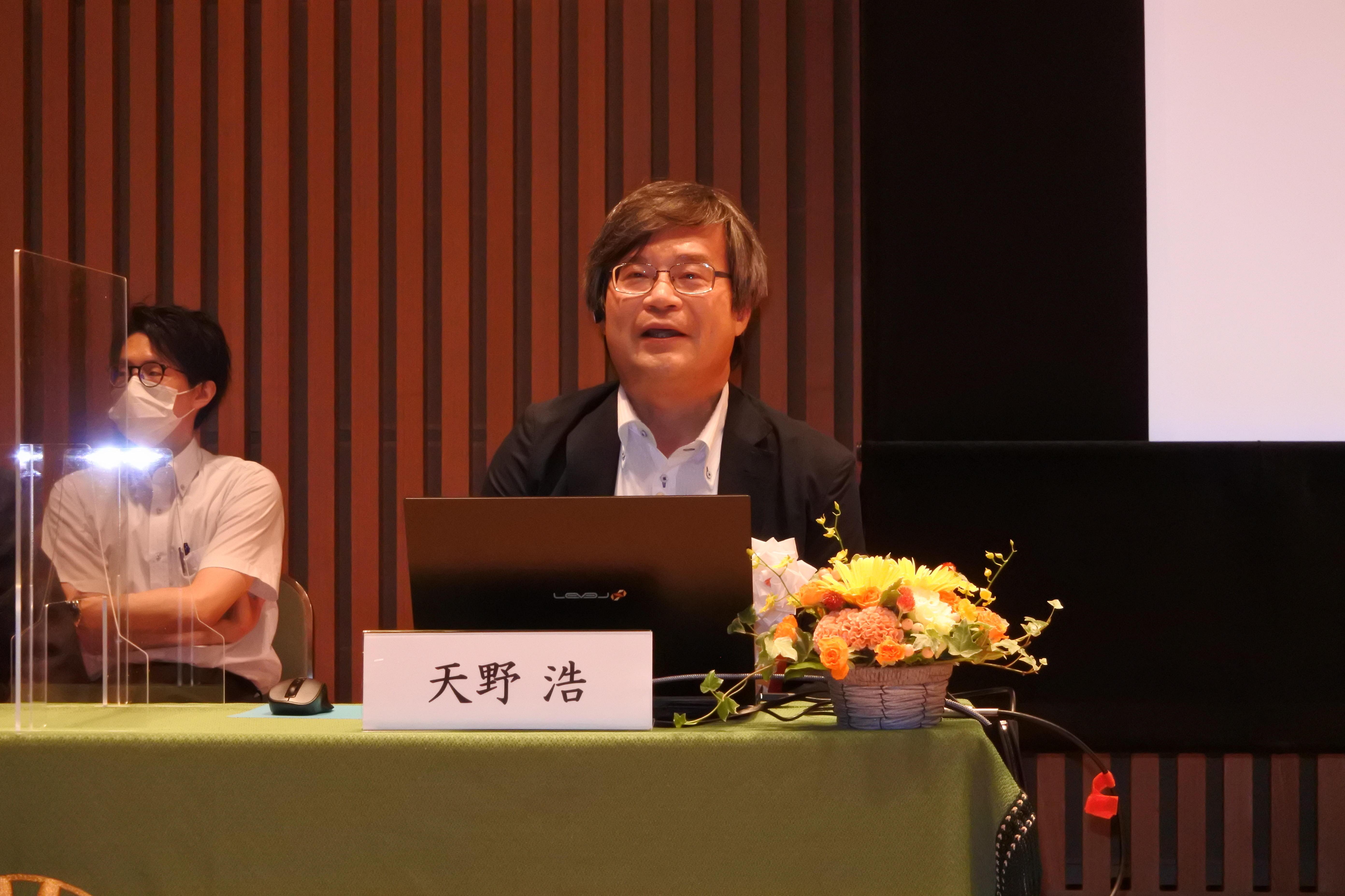 ウェブ会議で講演する天野浩教授