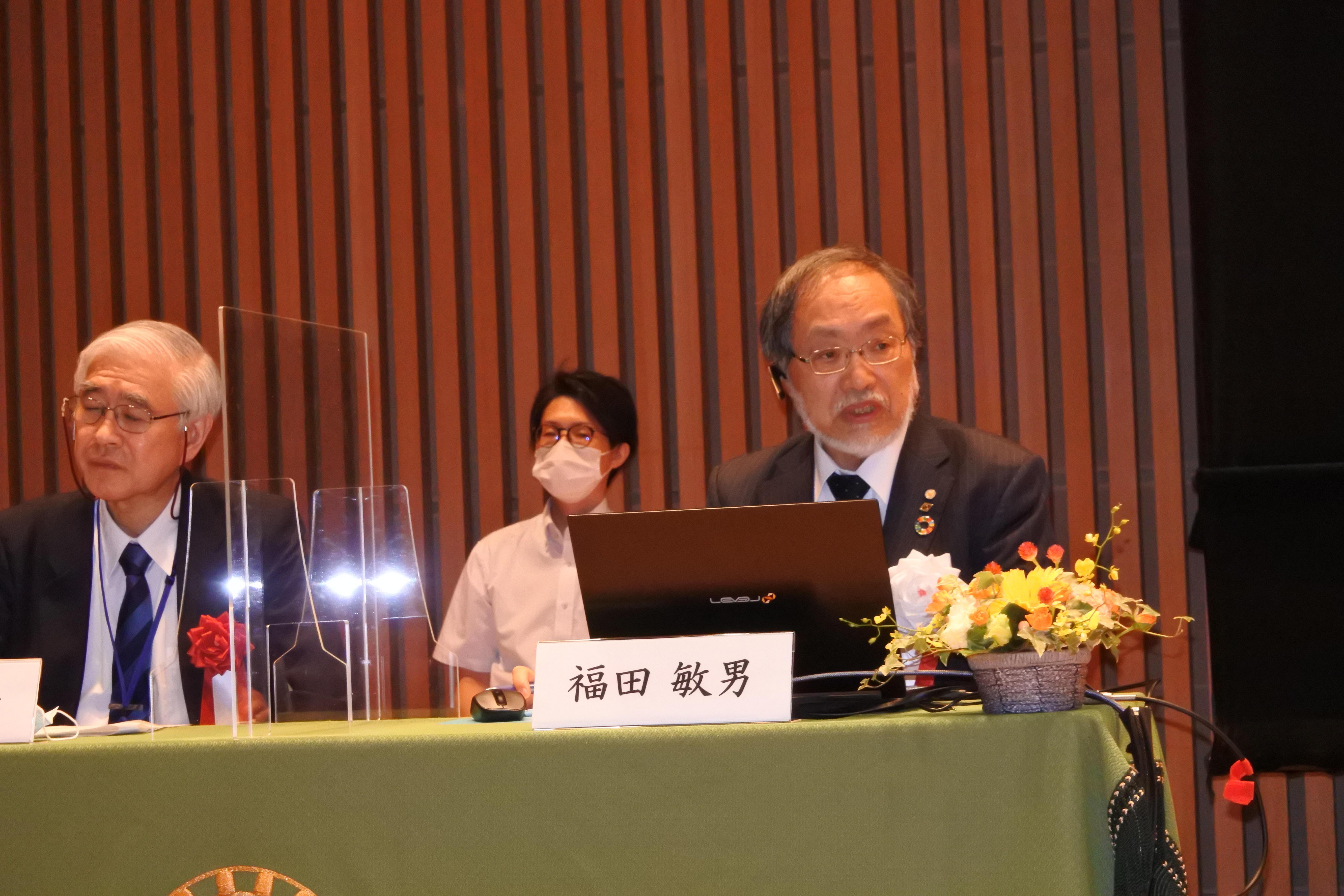 ウェブ会議で講演する福田敏男教授