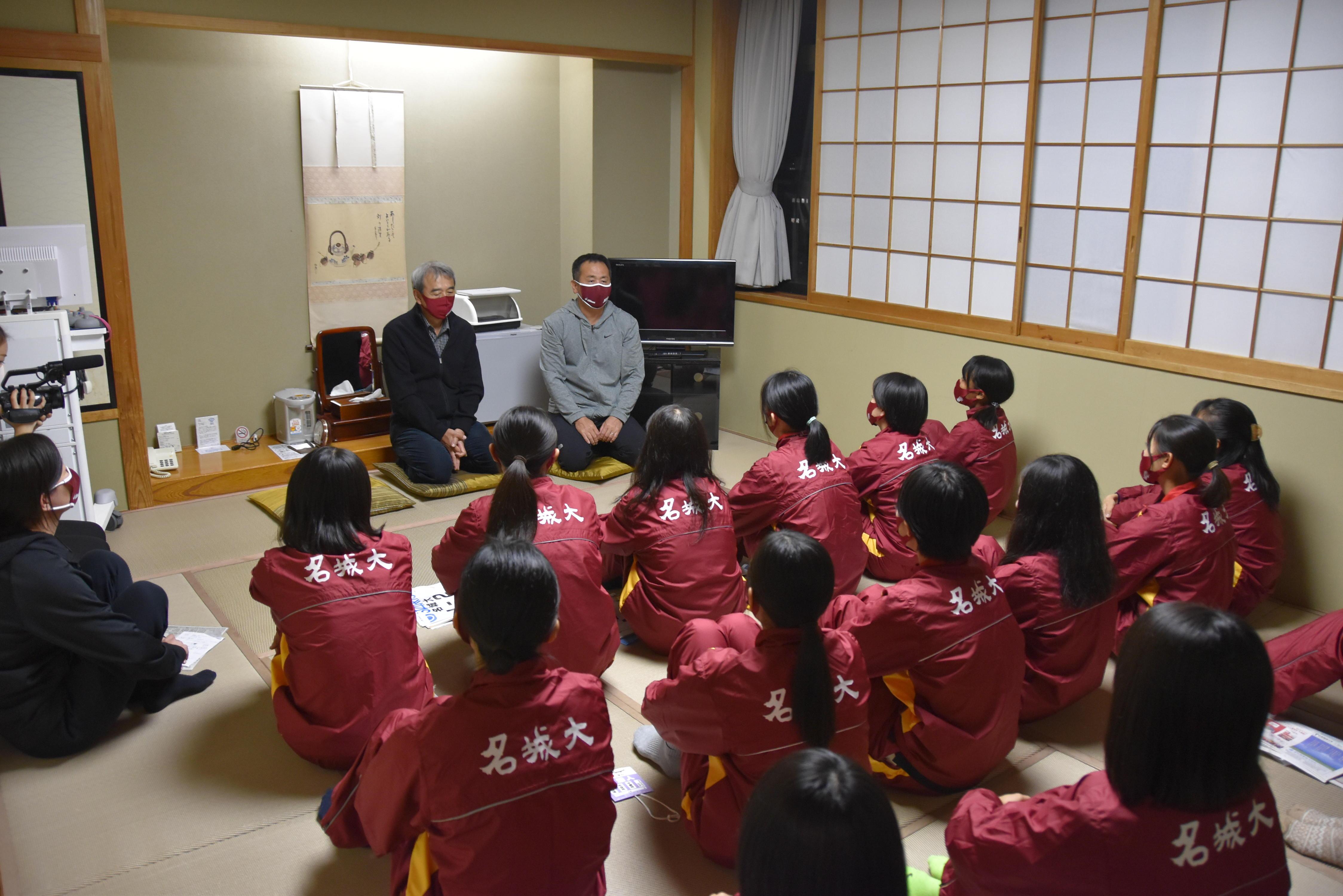 大会前最後のミーティングで語り掛ける米田監督