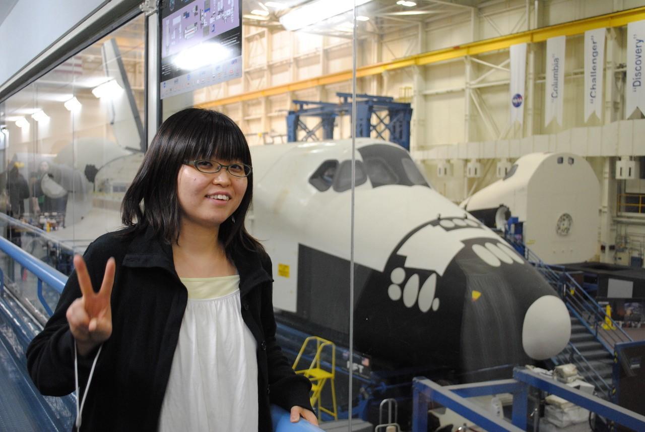 アメリカ・テキサス州ヒューストンにあるNASAジョンソン宇宙センターで2010年3月6日撮影。岡本千里さんは国際学会の時に見学した(荒川政彦神戸大学教授提供)