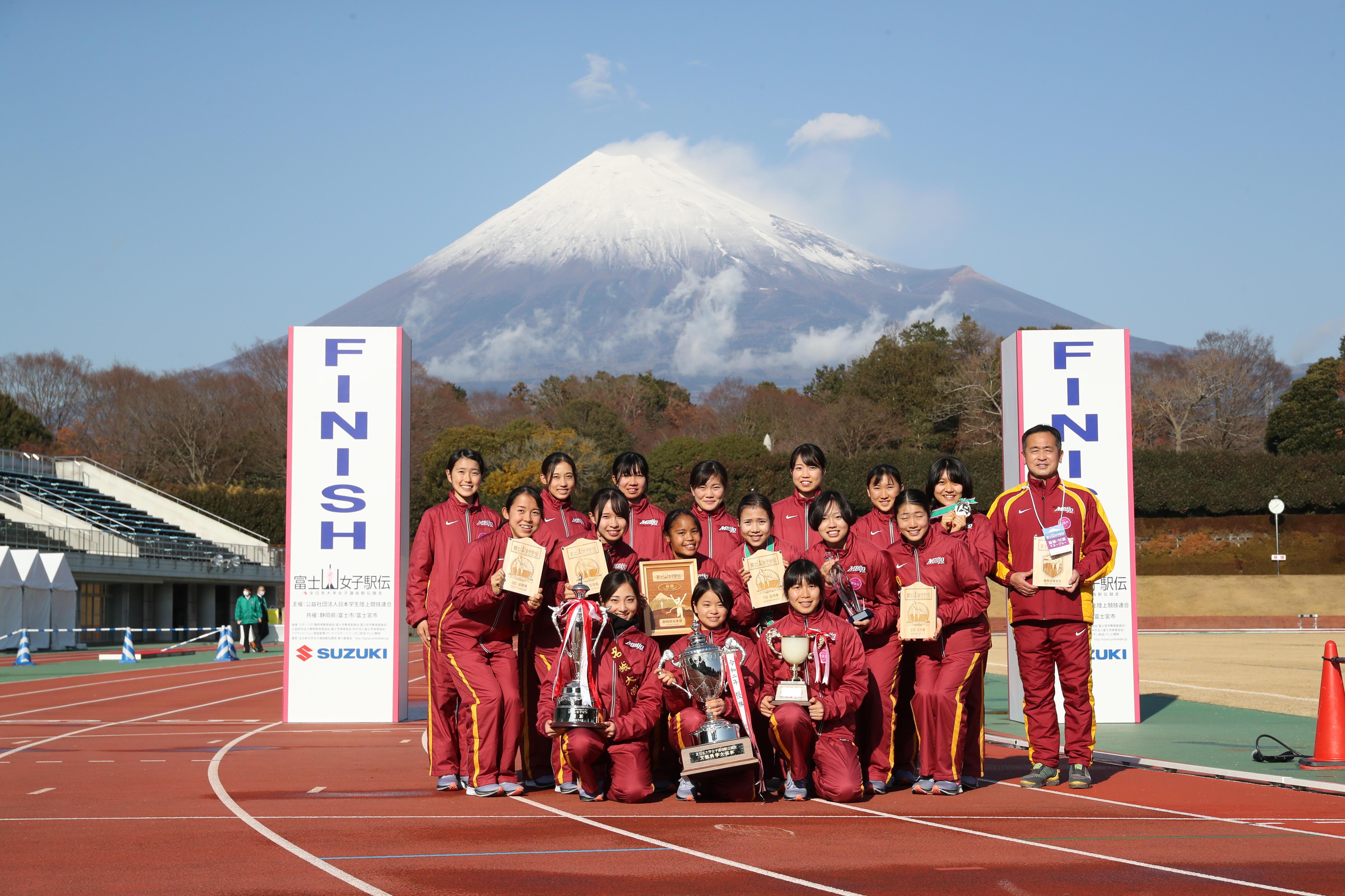 来年を占うように最後には富士山が見えるほどの快晴に