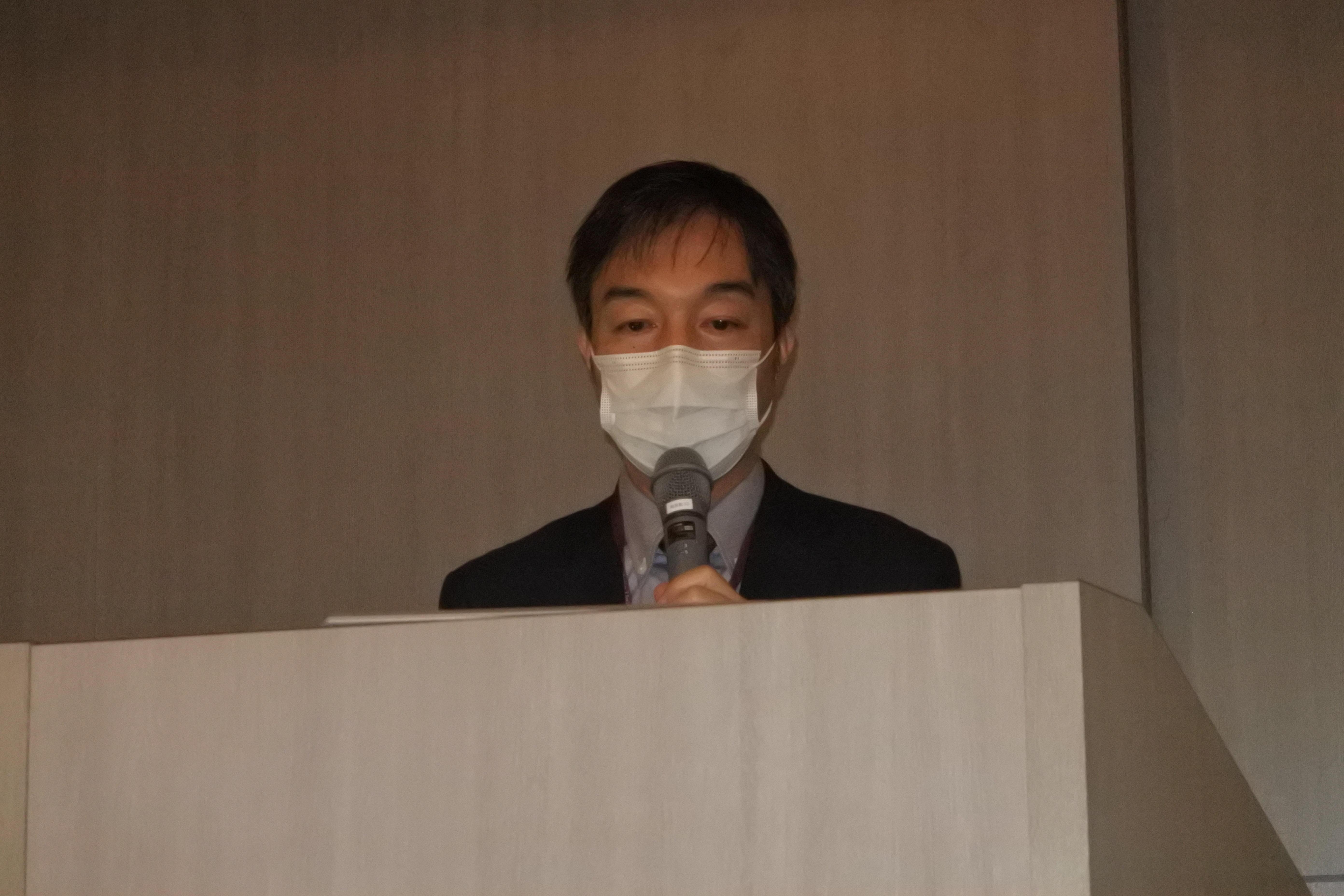 サボテンの低温順化の研究成果を発表する近藤歩准教授