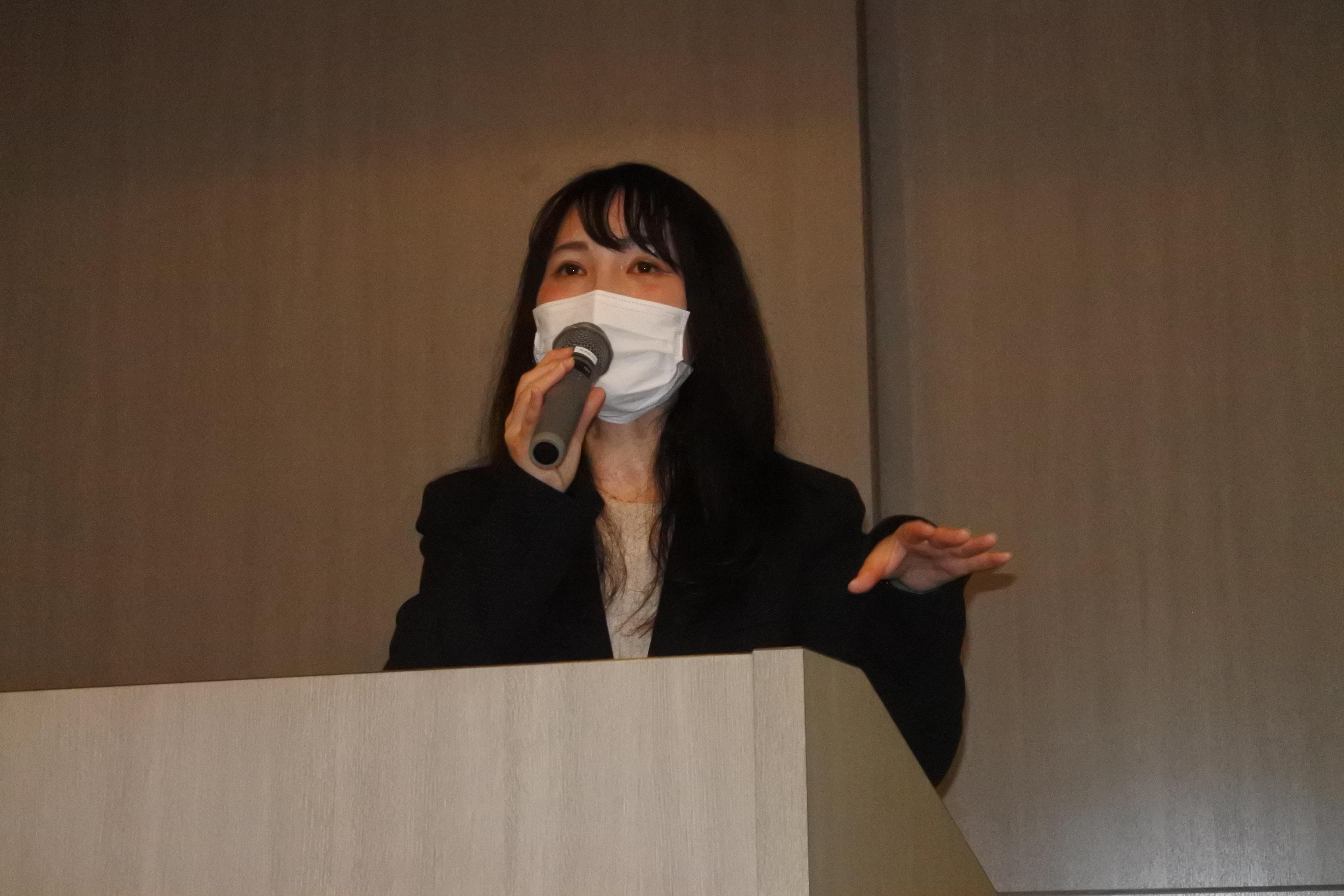 講演する中島綾香さん