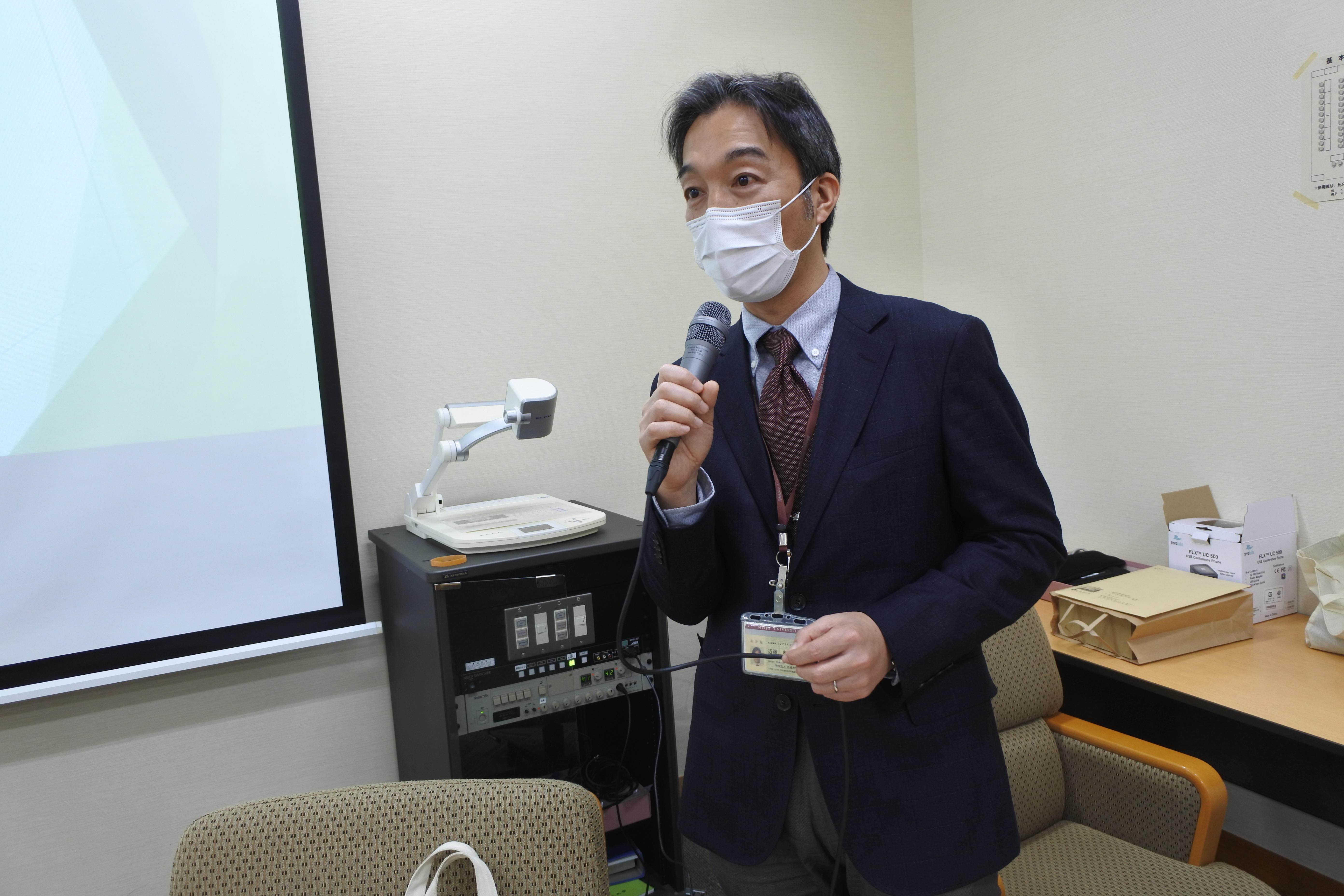 サボテンの活用策を提案する近藤准教授